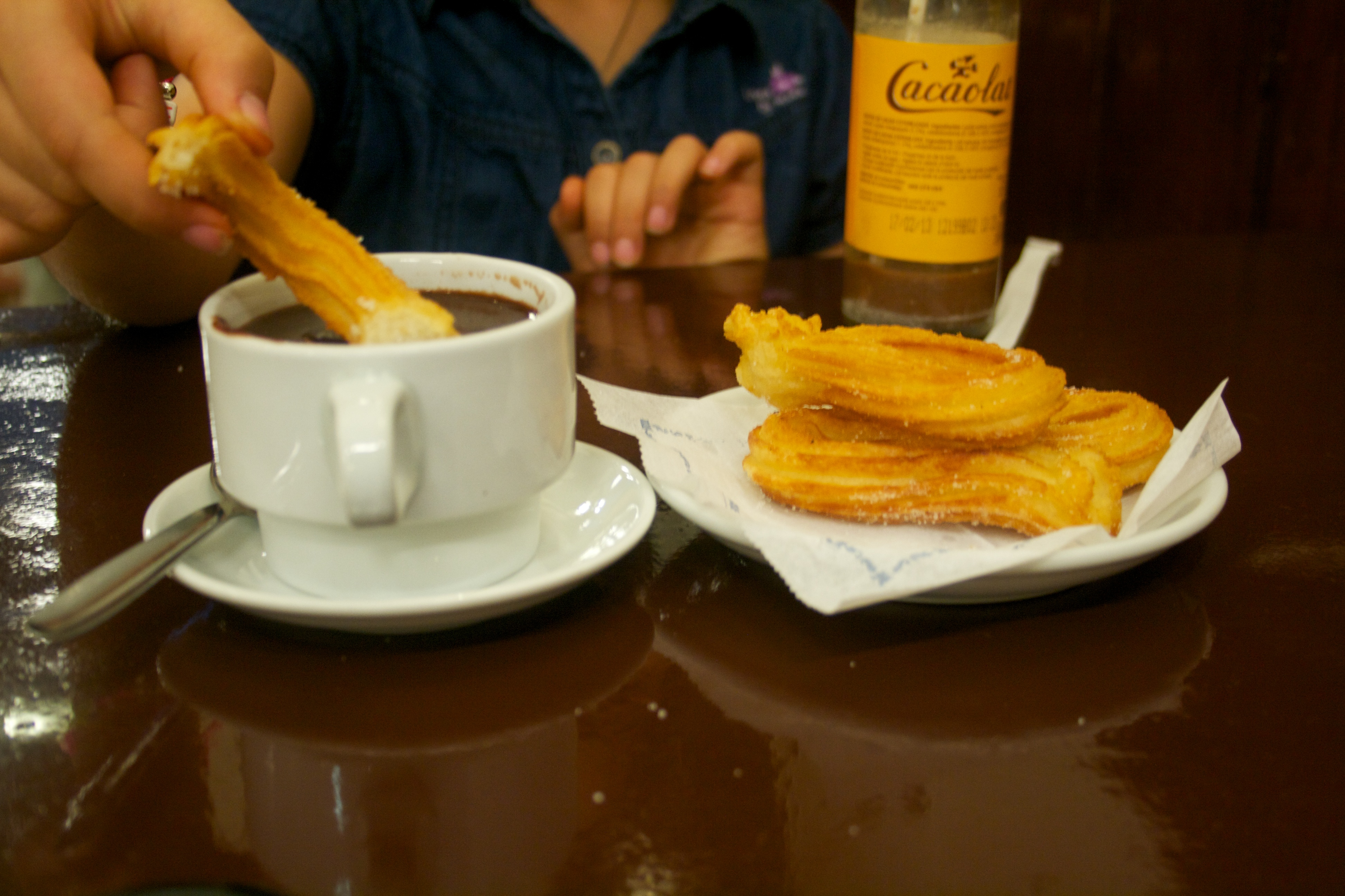 File:Churros con chocolate Barcelona.jpg - Wikimedia Commons