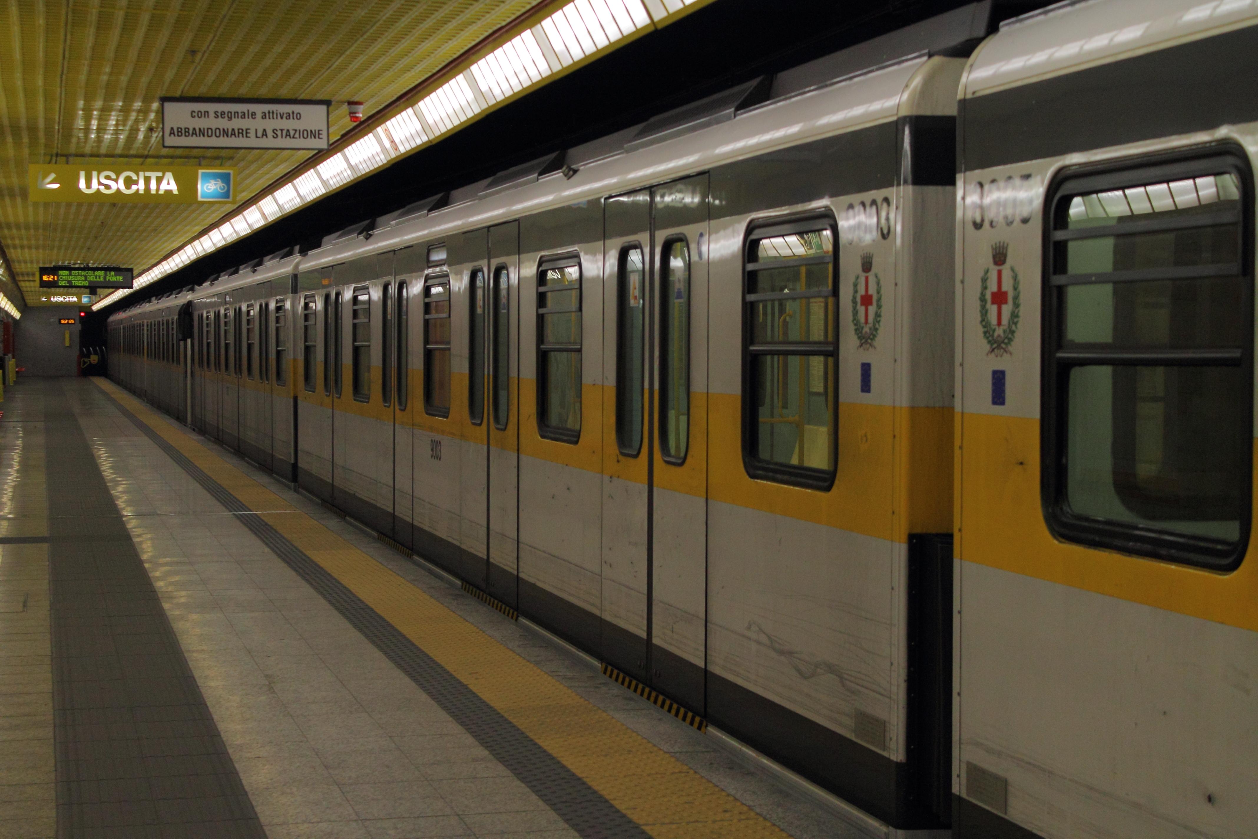 File asina Milan metro linea 3 train JPG Wikimedia mons