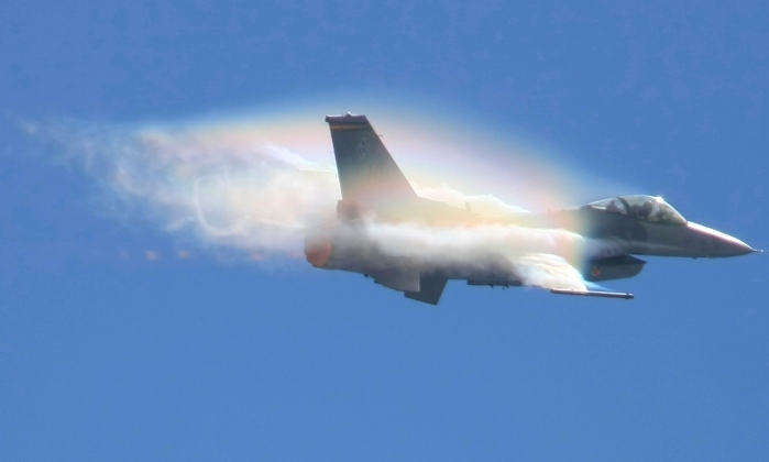 File:Condensation trails above F-16 at San Diego (1).jpg ...