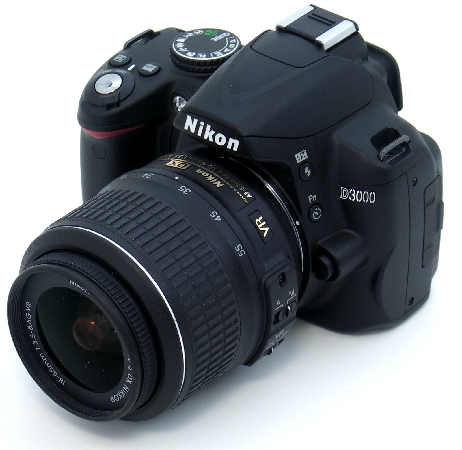 Nikon D3000 e 18-55, l'accoppiata perfetta per iniziare! E' facile trovare questa reflex sotto i 100 euro