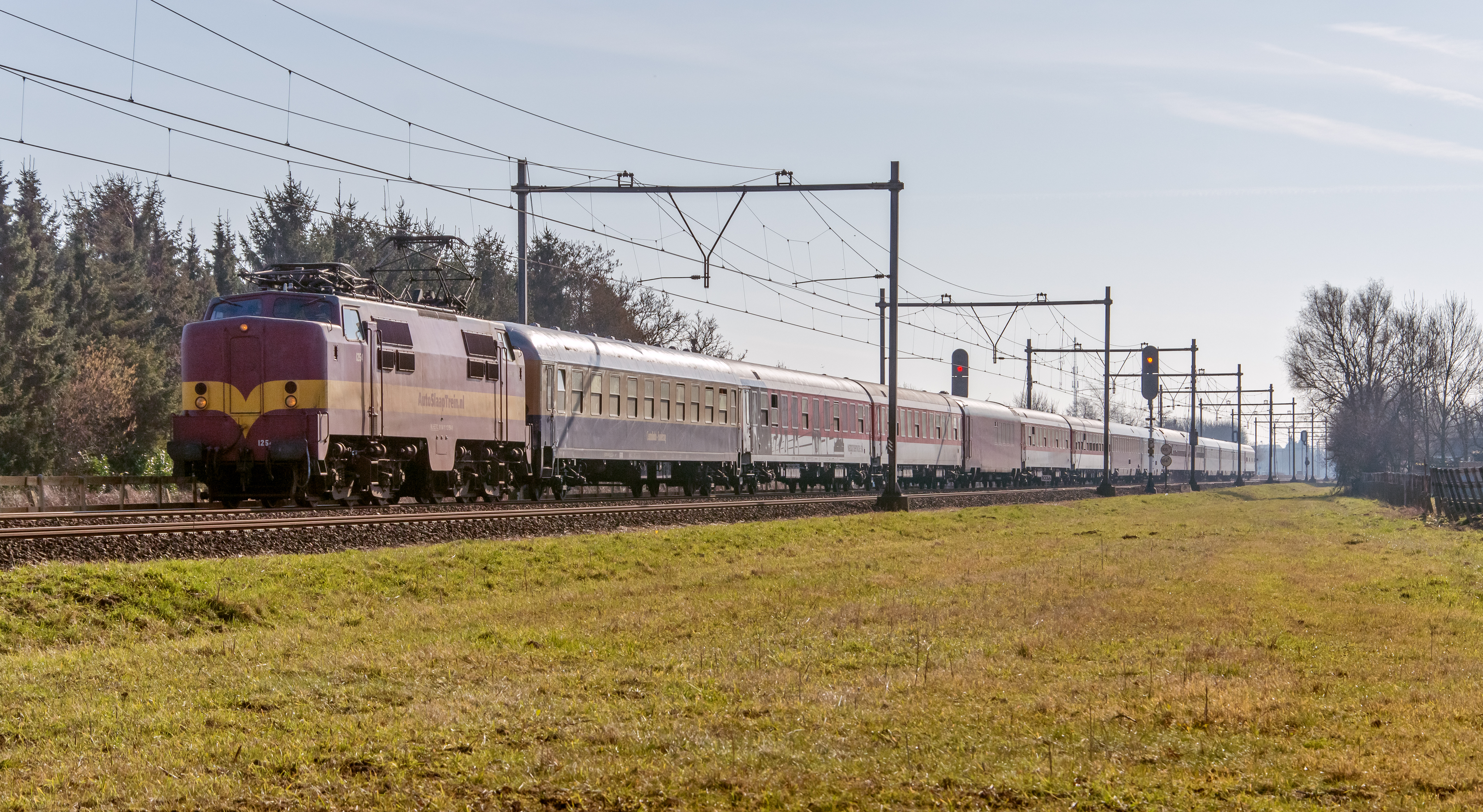 File:Duiven EETC 1254 met de Alpen Express naar Amsterdam (16564856640).jpg