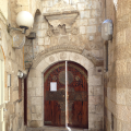 Entrance to Eliahu Hanavi Synagogue from Bet El Street 01.png