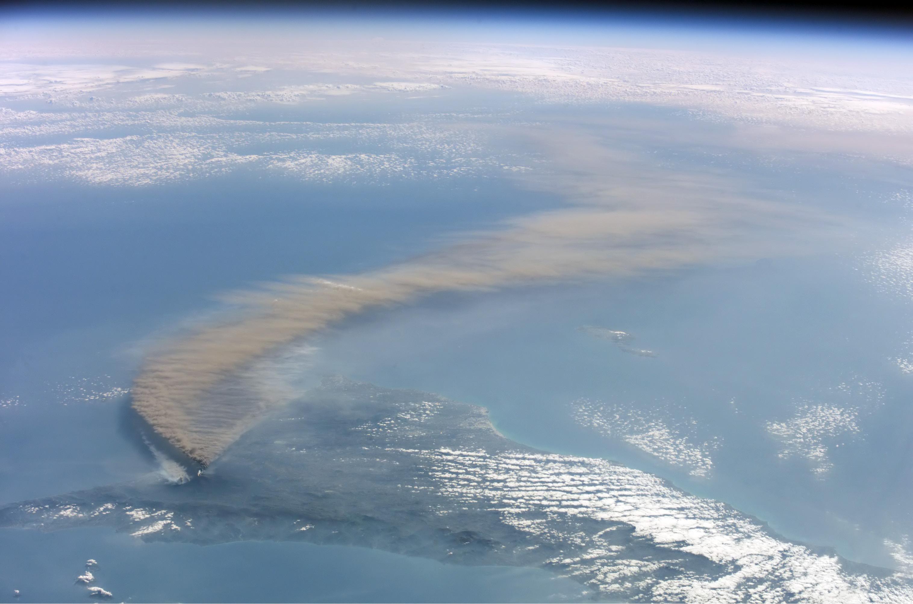 Kutak za rusofile - Page 6 Etna_smoke_seen_from_space