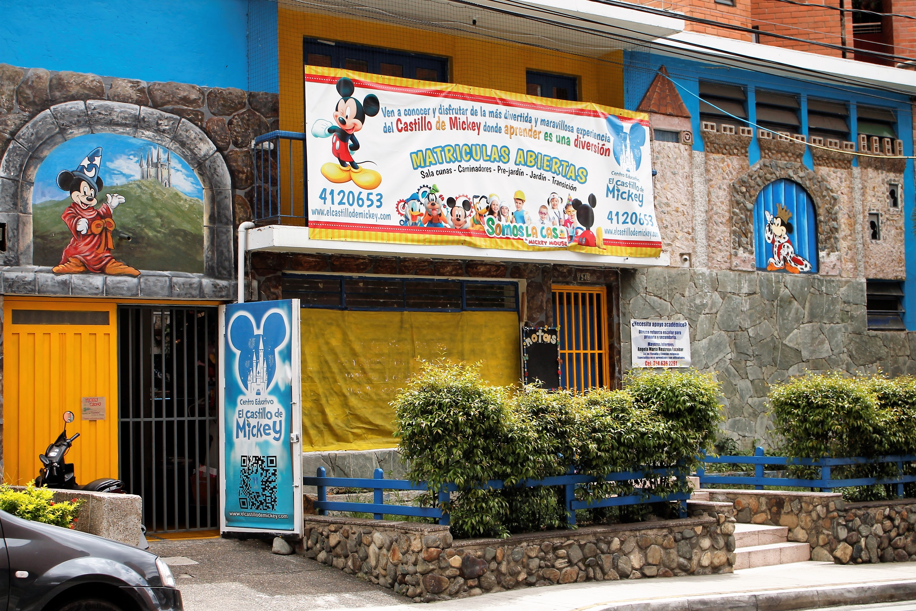 File Fachada Centro Educativo El Castillo de Mickey Wikimedia