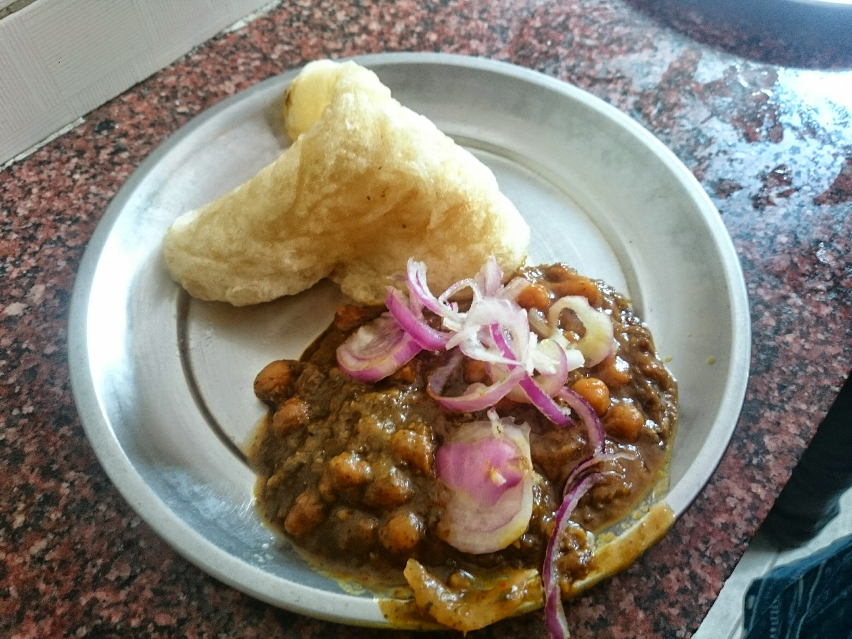 https://upload.wikimedia.org/wikipedia/commons/0/0d/Famous_Shimla's_Chole_Bhature.jpg