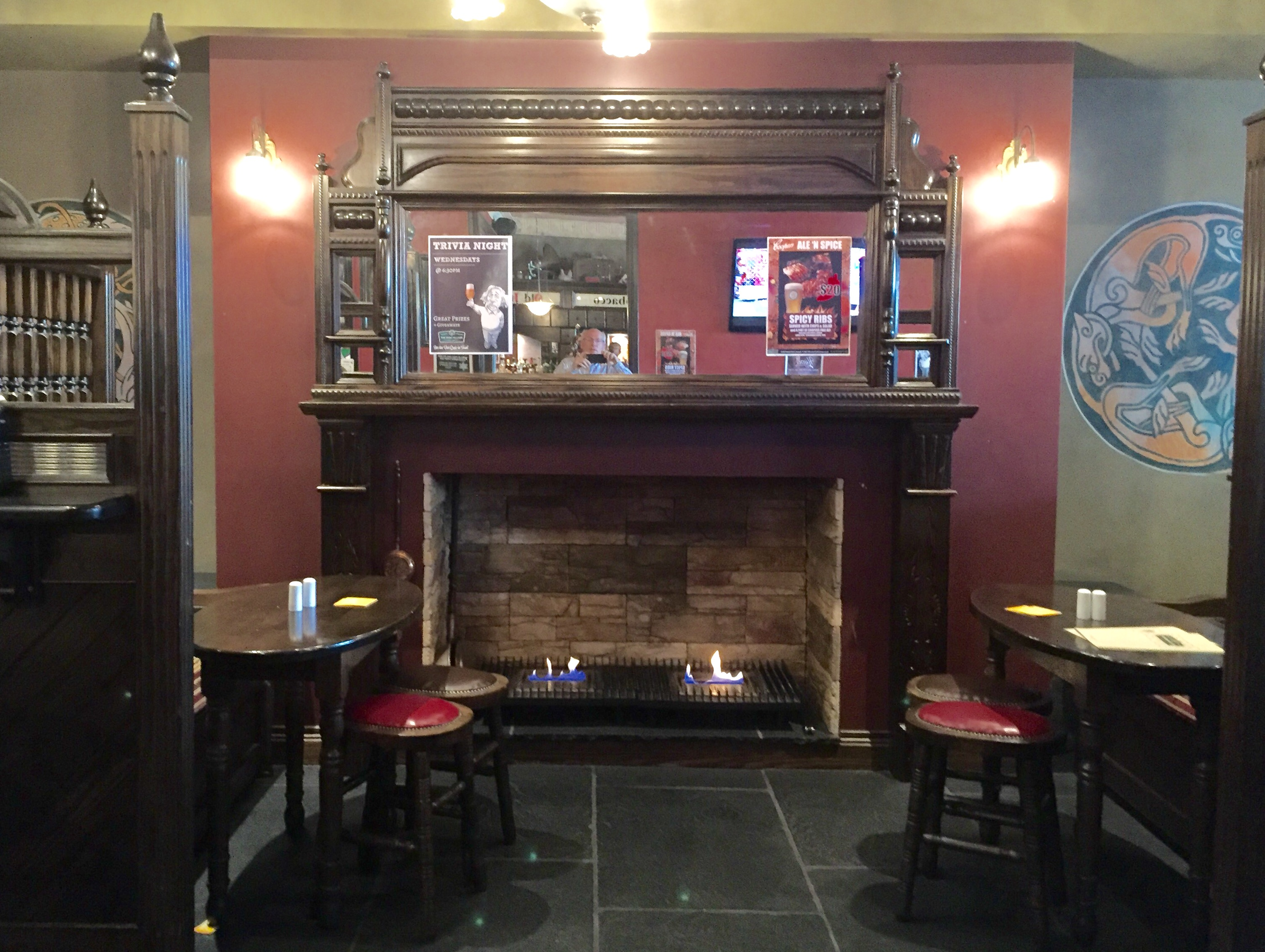 File:Fireplace at the Irish Village pub Emerald, Queensland.jpg ...