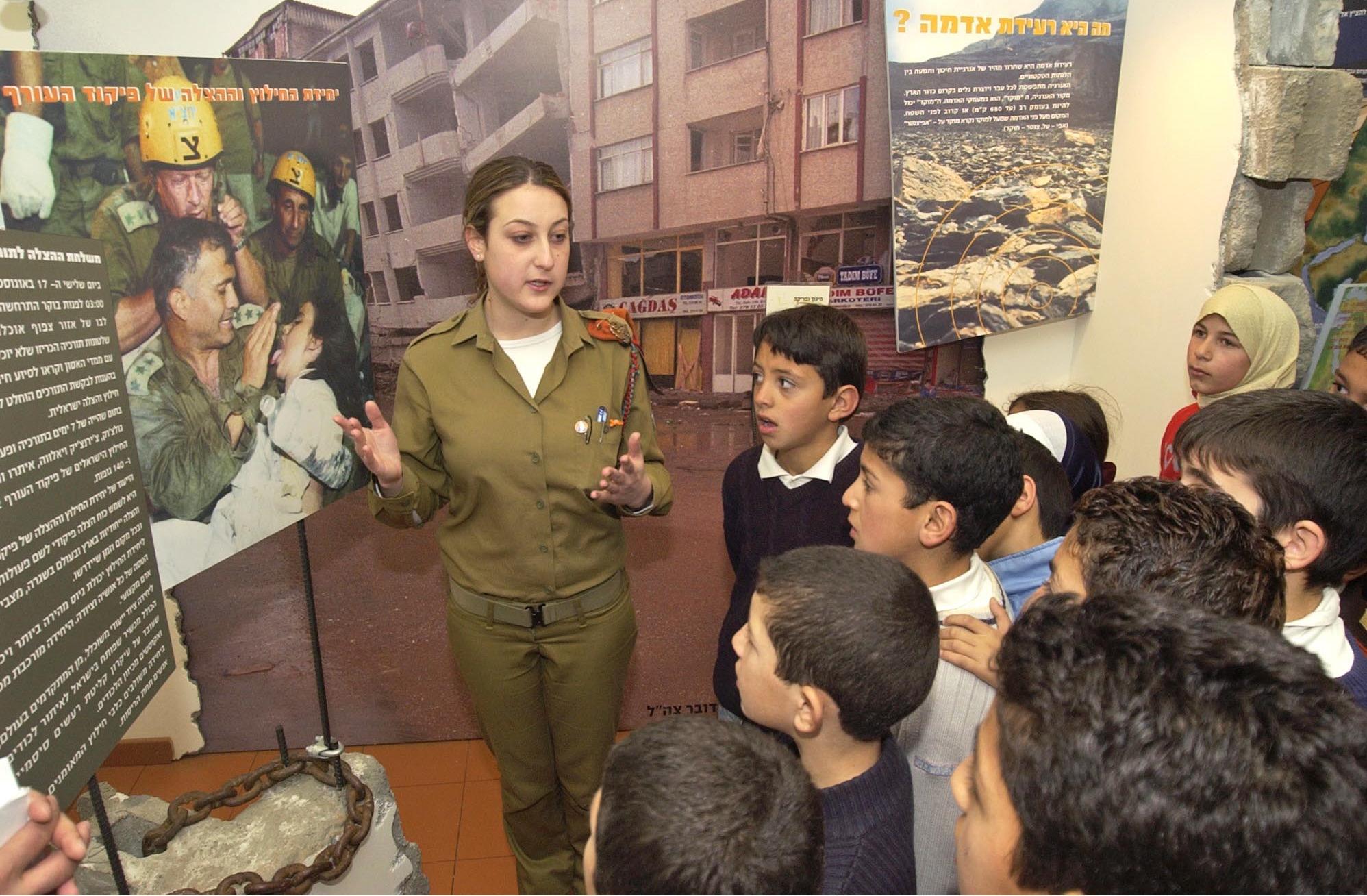 ファイル flickr israel defense forces soldier explains emergency