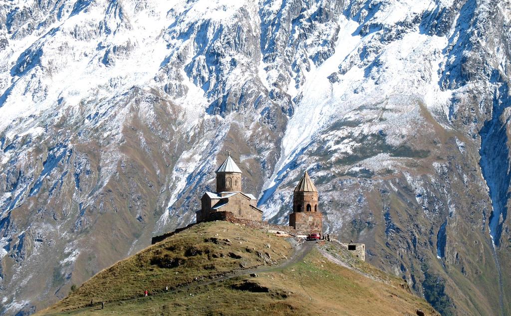 File:Gergeti Trinity Church.jpg - Wikimedia Commons