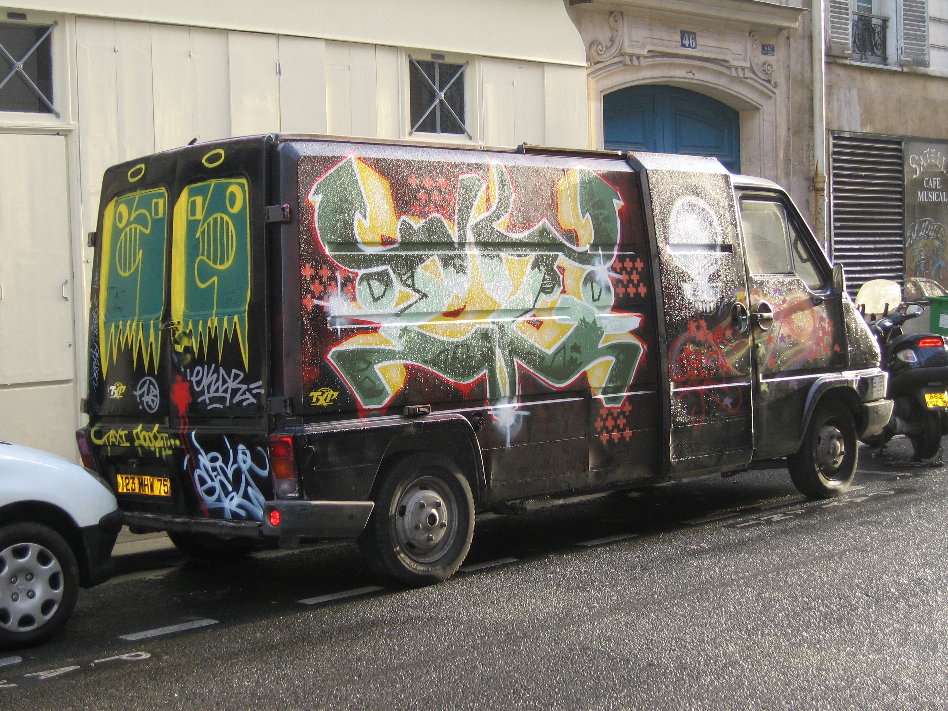 8296ea2dad90 File Graffiti Van.jpg - Wikimedia Commons