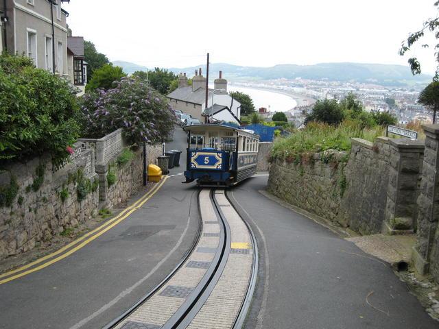 File:Great Orme Tramway - geograph.org.uk - 553791.jpg