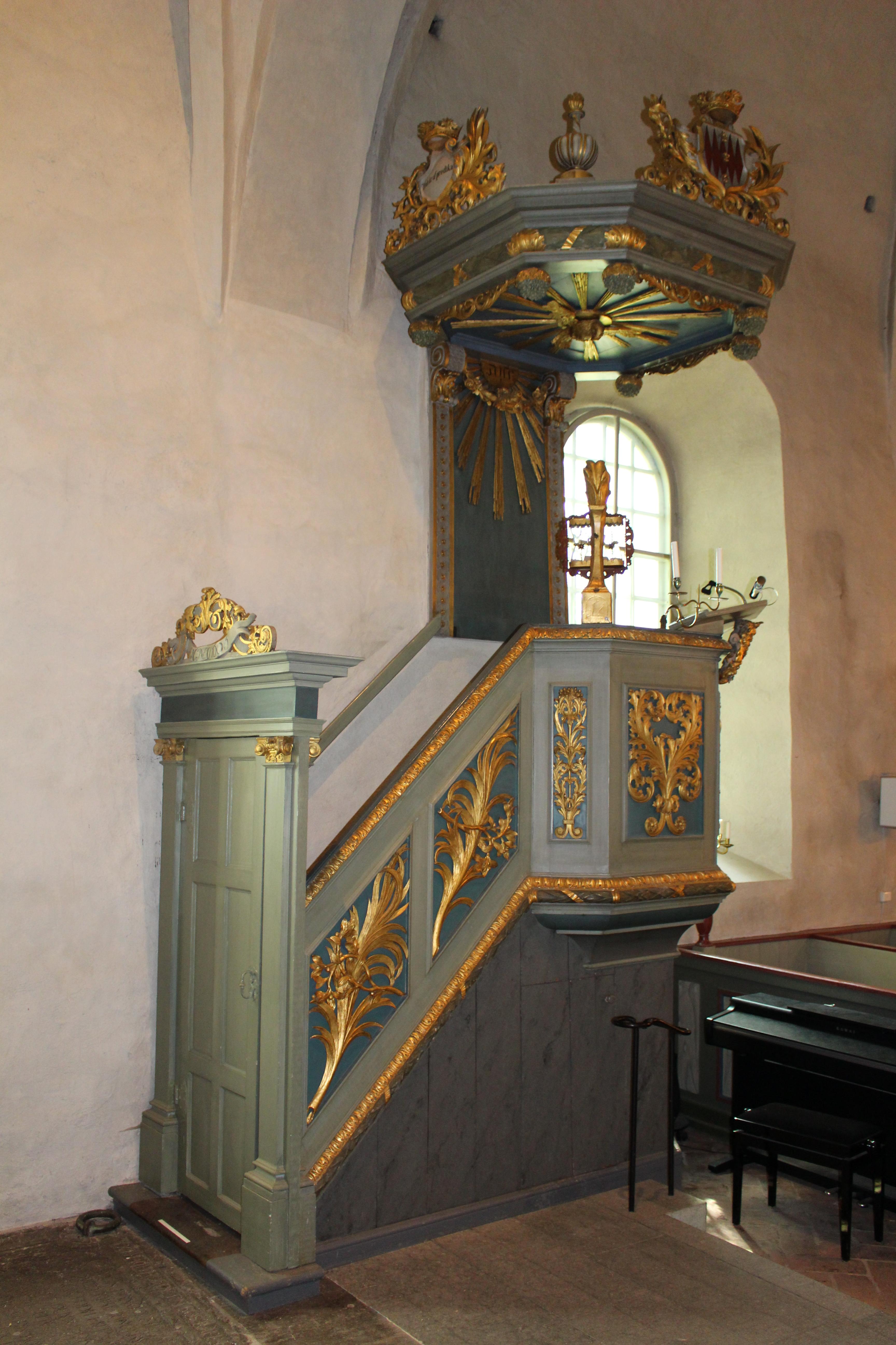 File Hammarby kyrka int06 Wikimedia mons