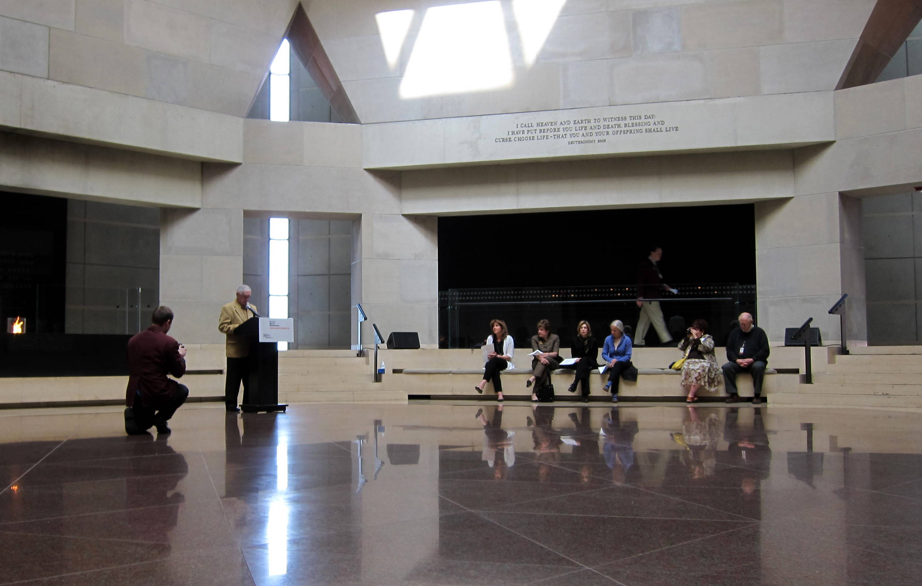 Foyer Museum Washington Dc : Days of remembrance the victims holocaust wiki