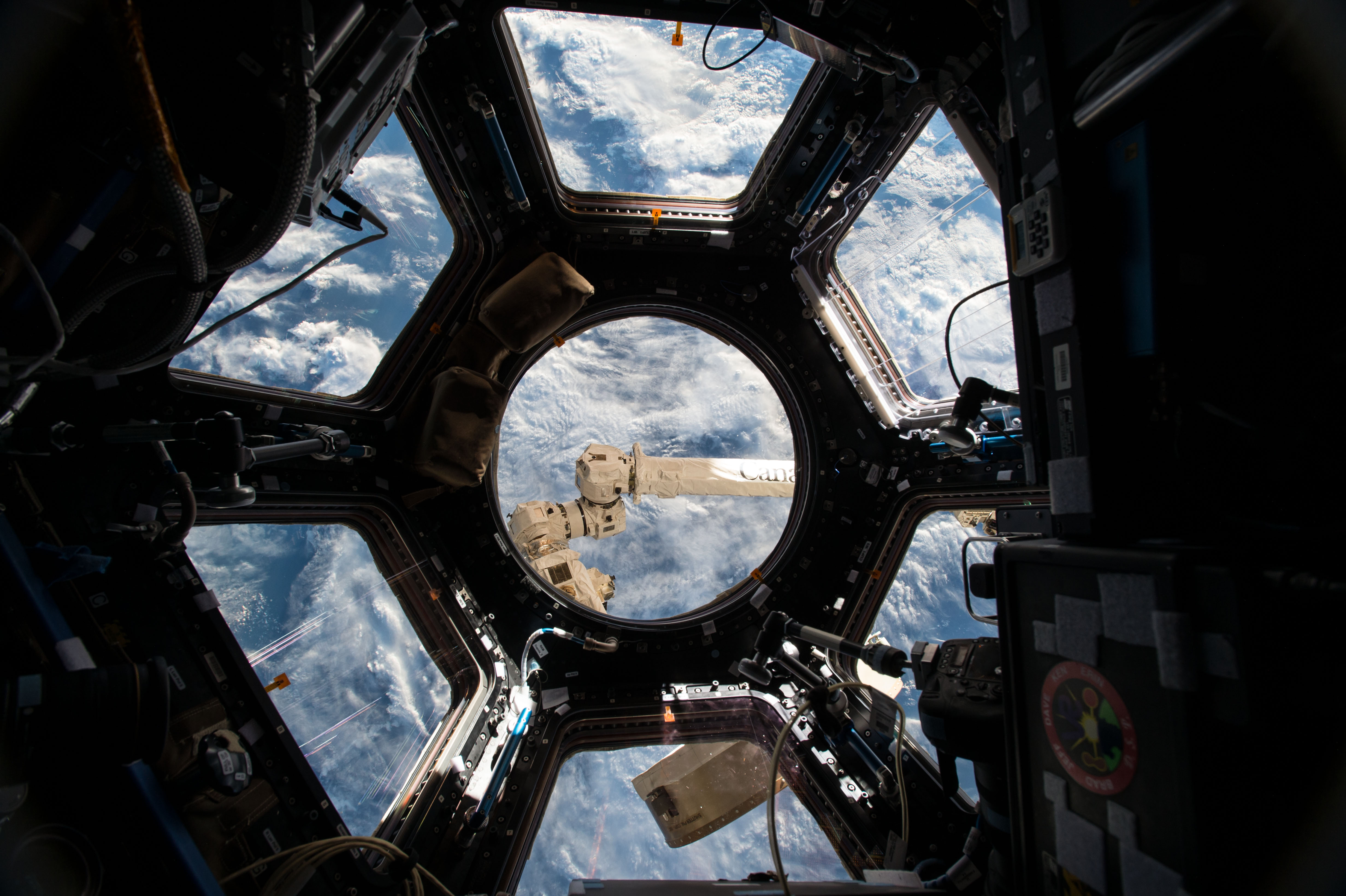 File:ISS-43 Cupola the 360 degree observation area.jpg ...