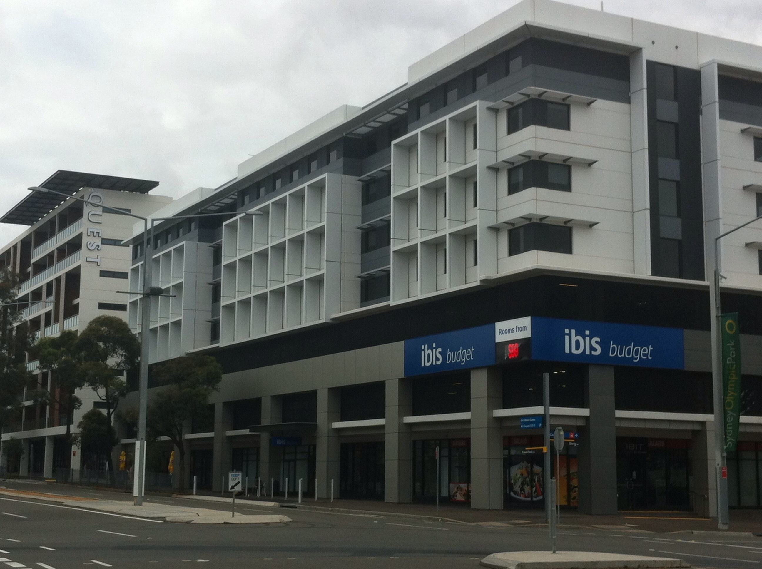 File:Ibis Budget & Quest Apartments at Sydney Olympic Park ...
