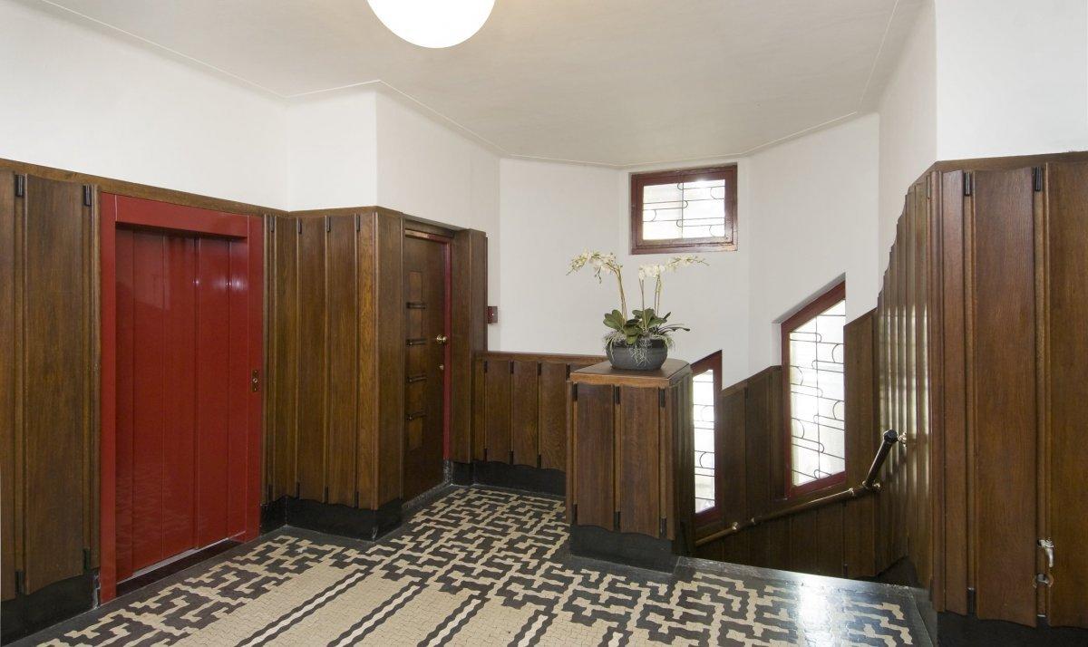 File interieur overzicht van het trappenhuis amsterdam 20423719 wikimedia commons - Decoratie van trappenhuis ...