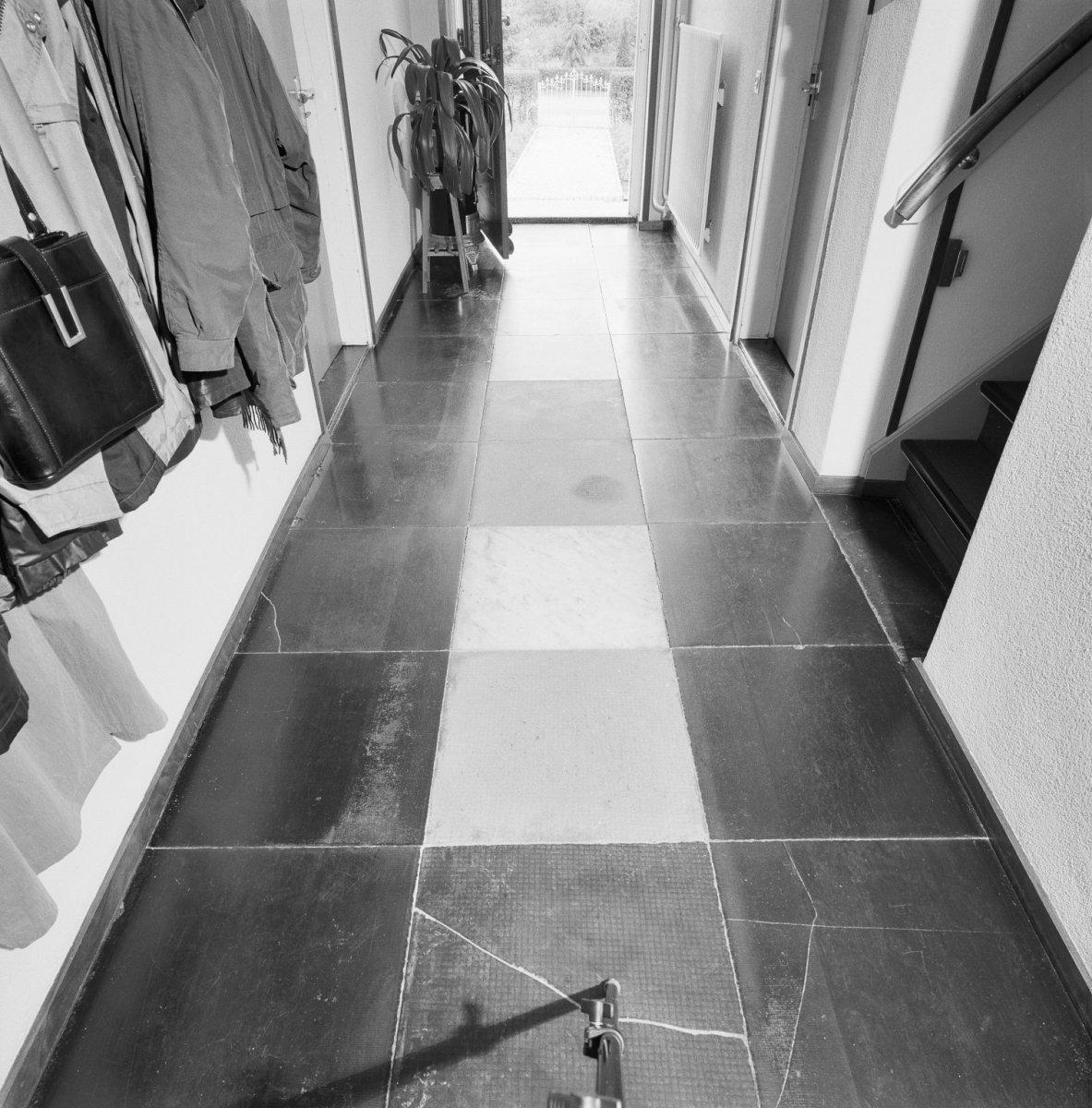 File interieur gang vloer met naamse stenen teeffelen 20350724 wikimedia commons - Gang huis ...