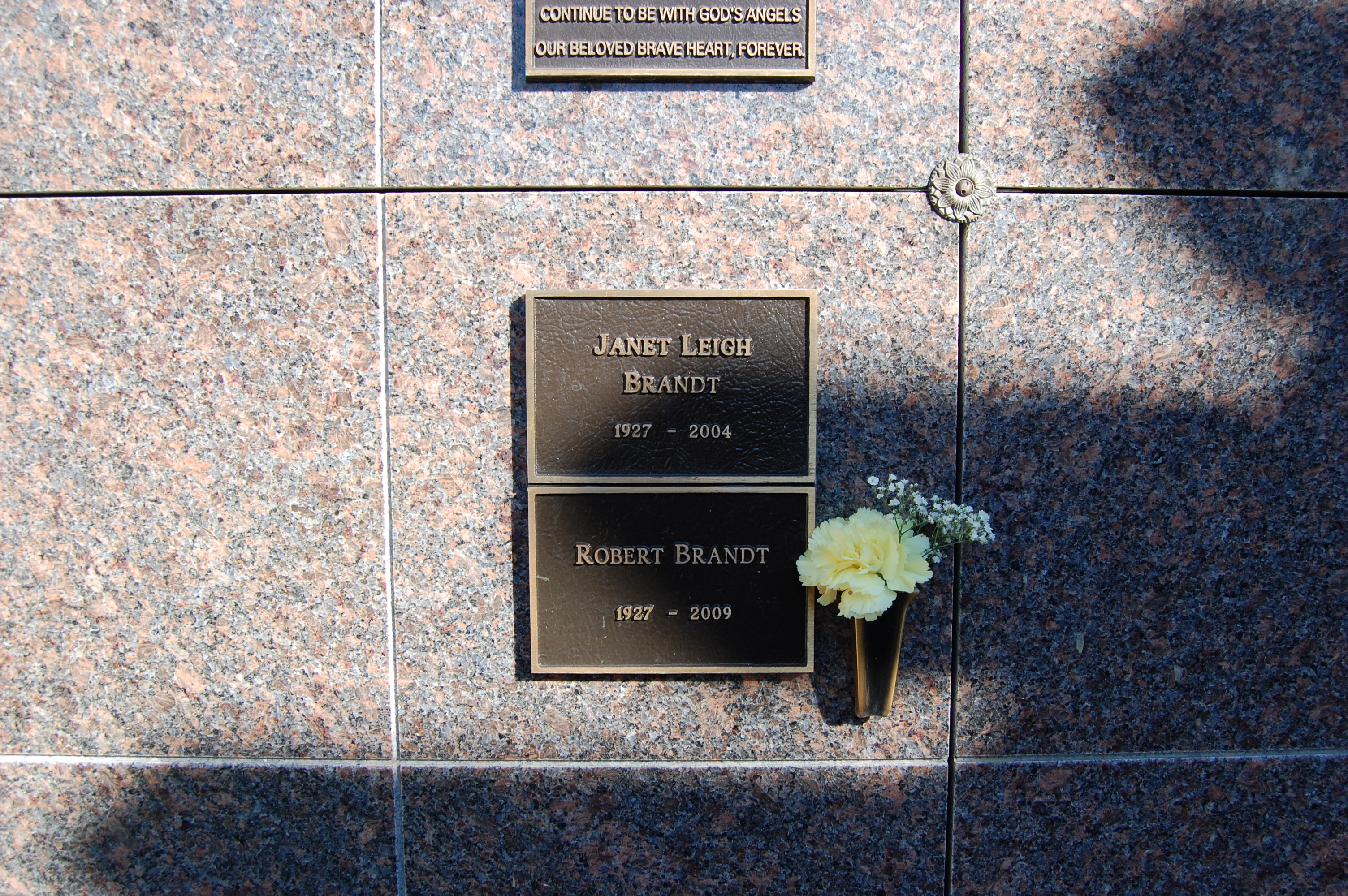 This Grave Atlas Shows Where To Find The Distinguished Deceased Arts Culture Smithsonian Magazine