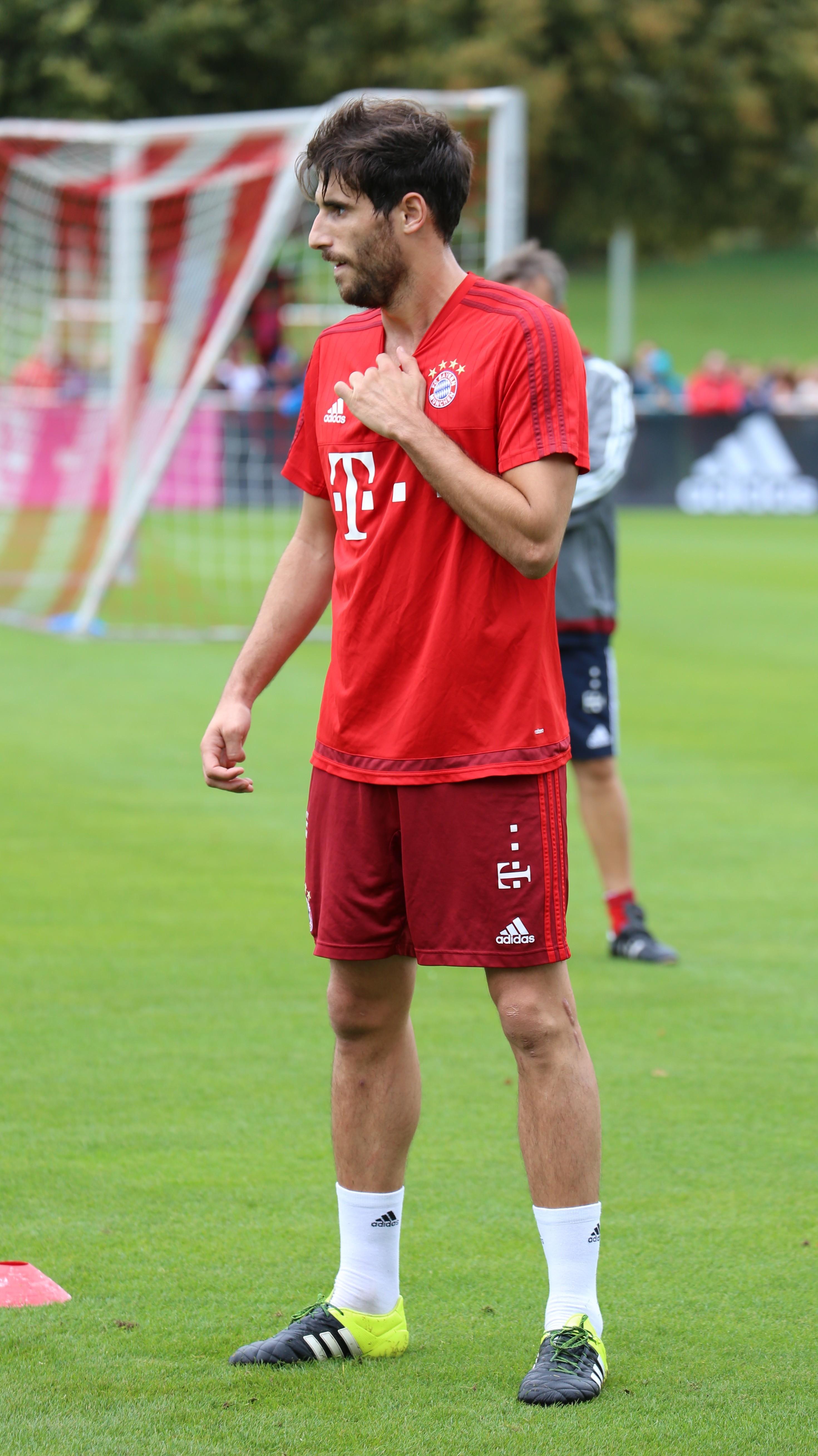 File Javi Martinez Training FC Bayern München 1 Wikimedia