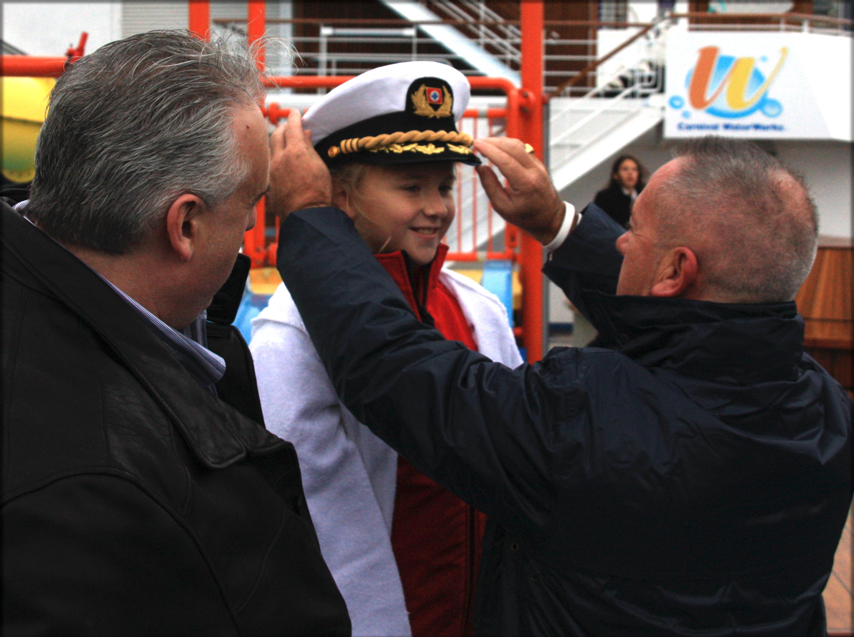 File John Heald Hailee Steberger And Captain Carlo