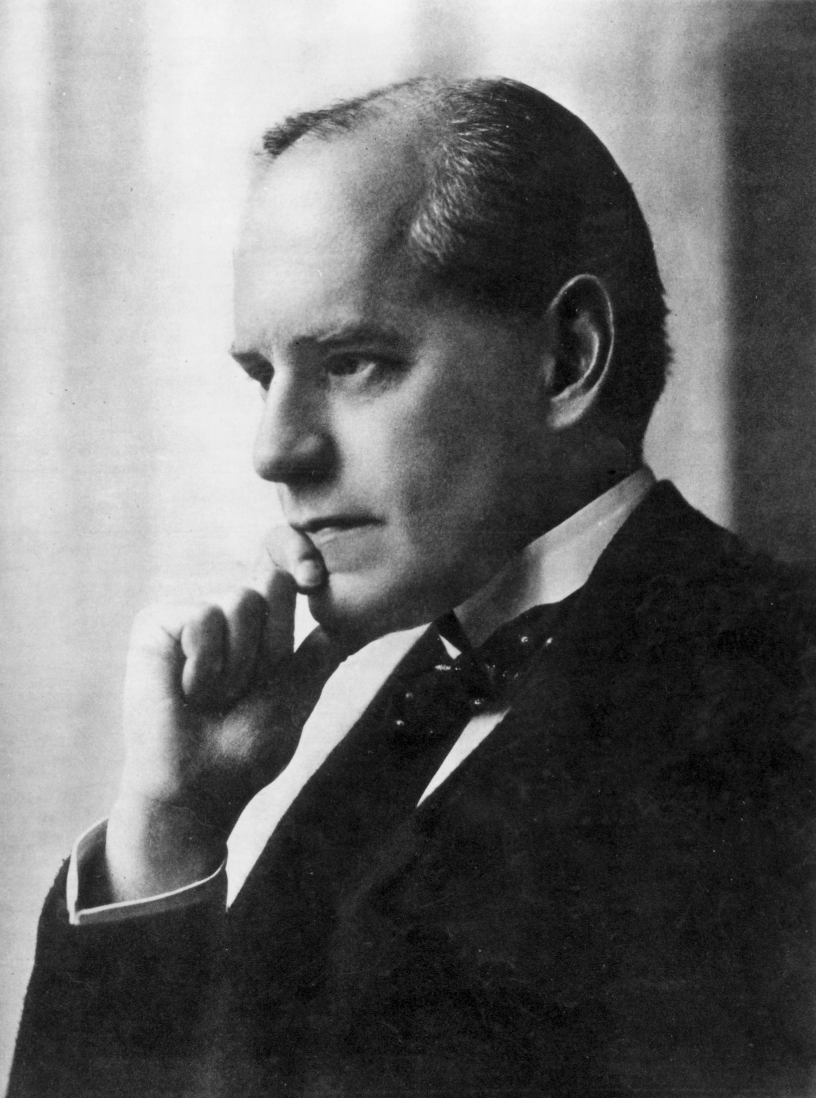 summary of justice by galsworthy John galsworthy om (/ ˈ ɡ ɔː l z w ɜːr ð i / 14 august 1867 – 31 january 1933) was an english novelist and playwrightnotable works include the forsyte saga (1906–1921) and its sequels, a modern comedy and end of the chapterhe won the nobel prize in literature in 1932.