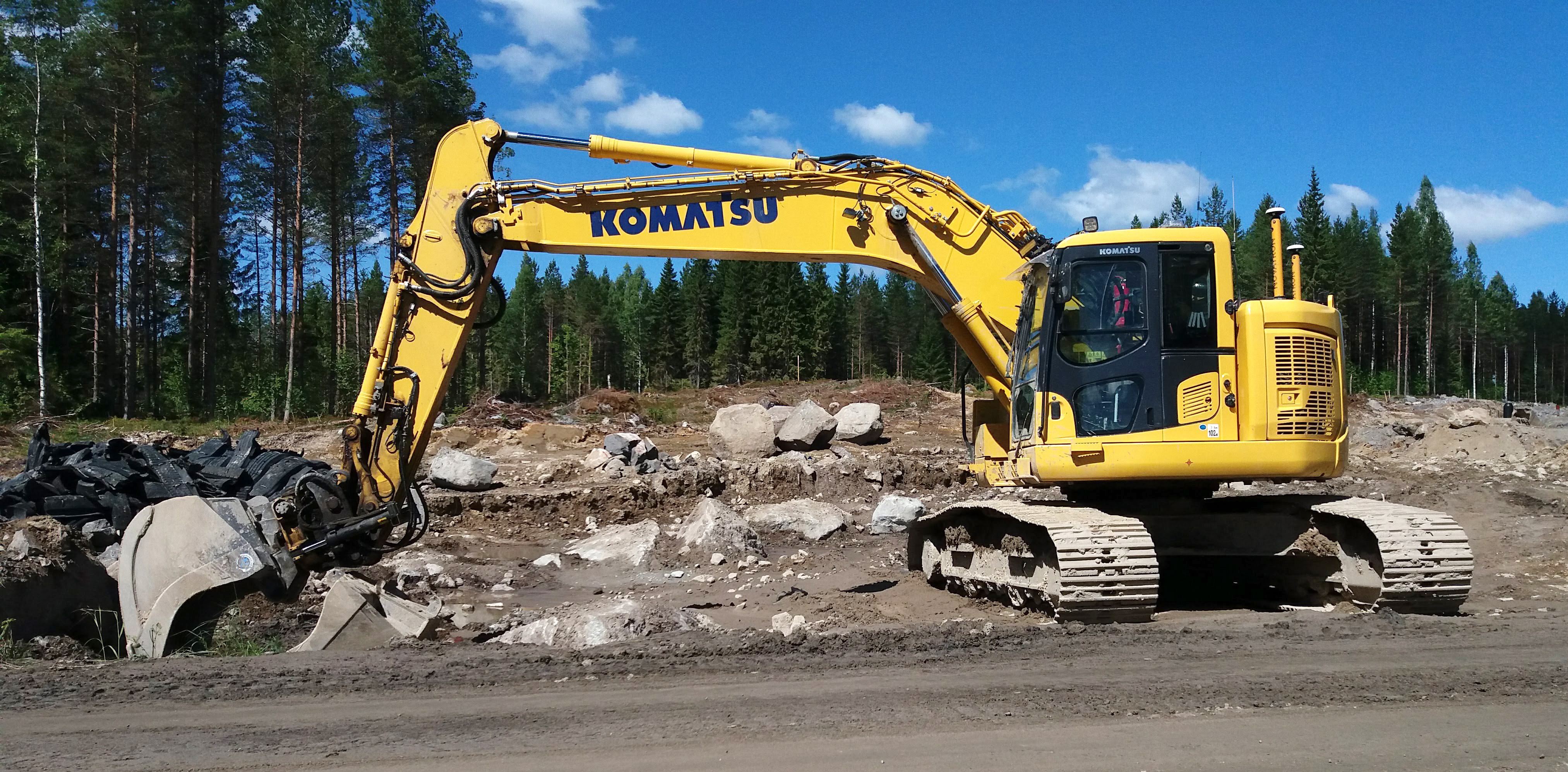 File:Komatsu excavator 2 jpg - Wikimedia Commons