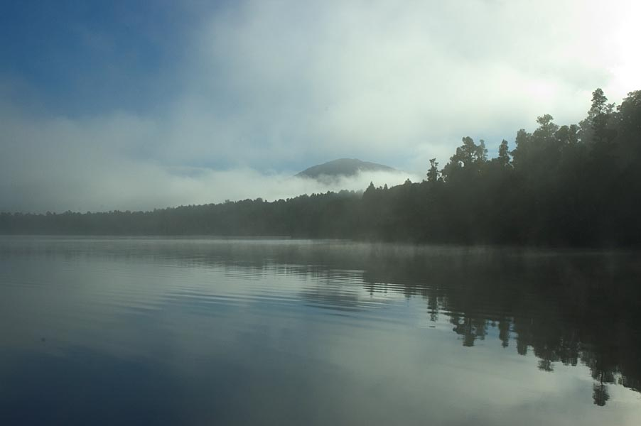 Morning Mist >> Lake Paringa - Wikipedia