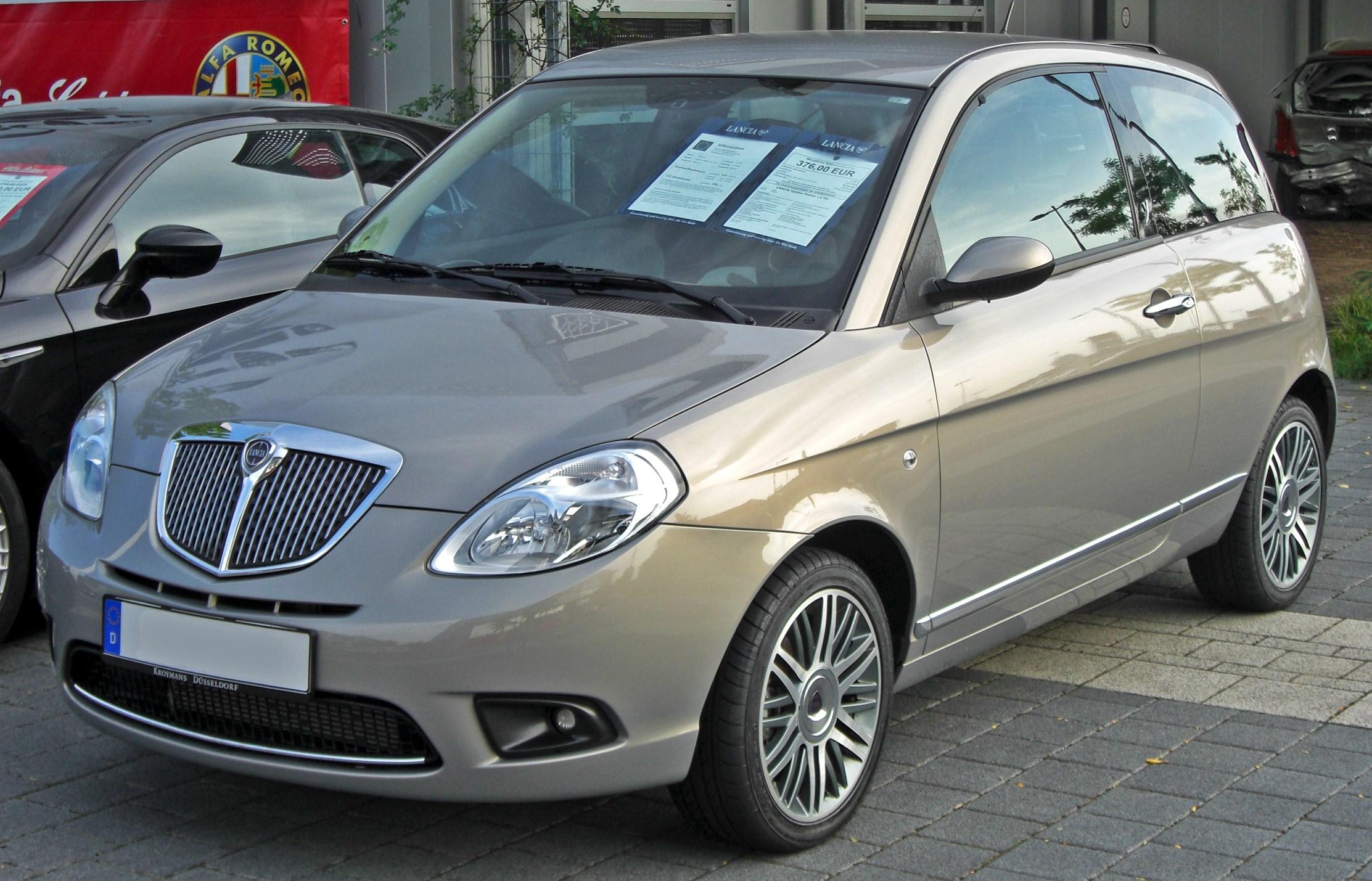 https://upload.wikimedia.org/wikipedia/commons/0/0d/Lancia_Ypsilon_Facelift_front.JPG