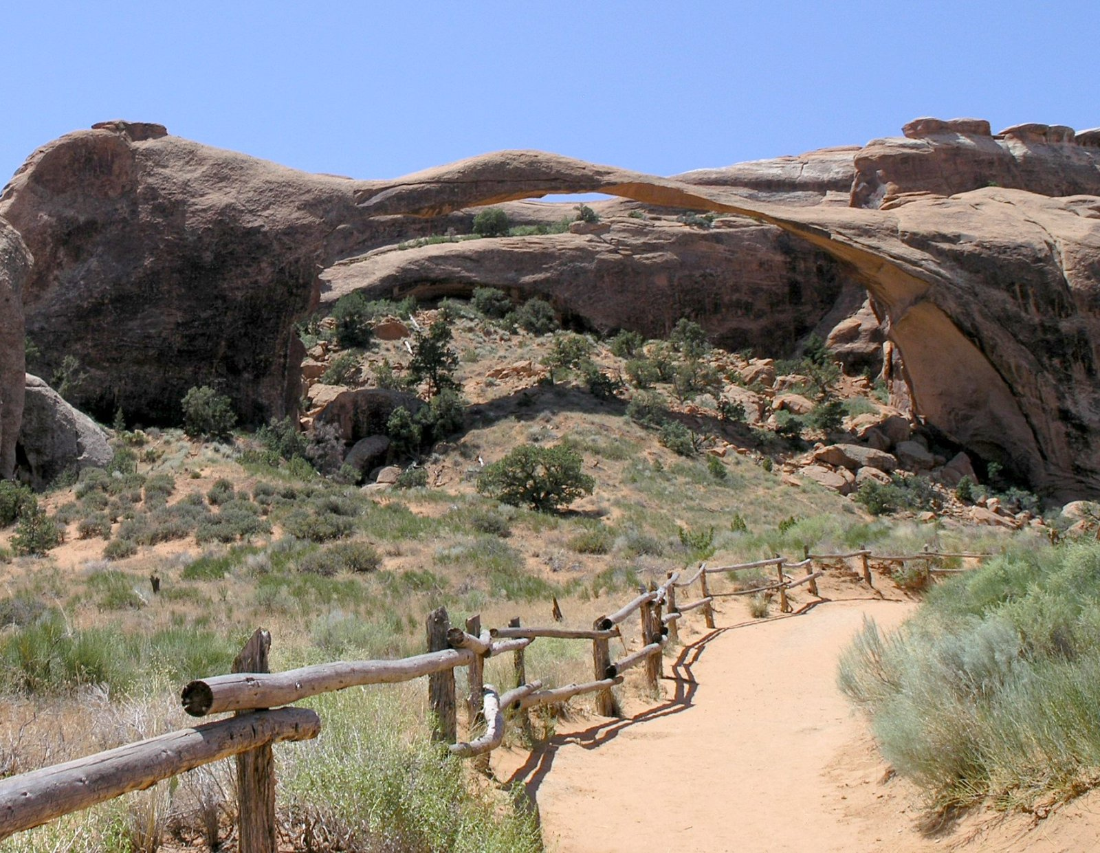 File Landscape Arch in Arches NP2 Wikimedia mons