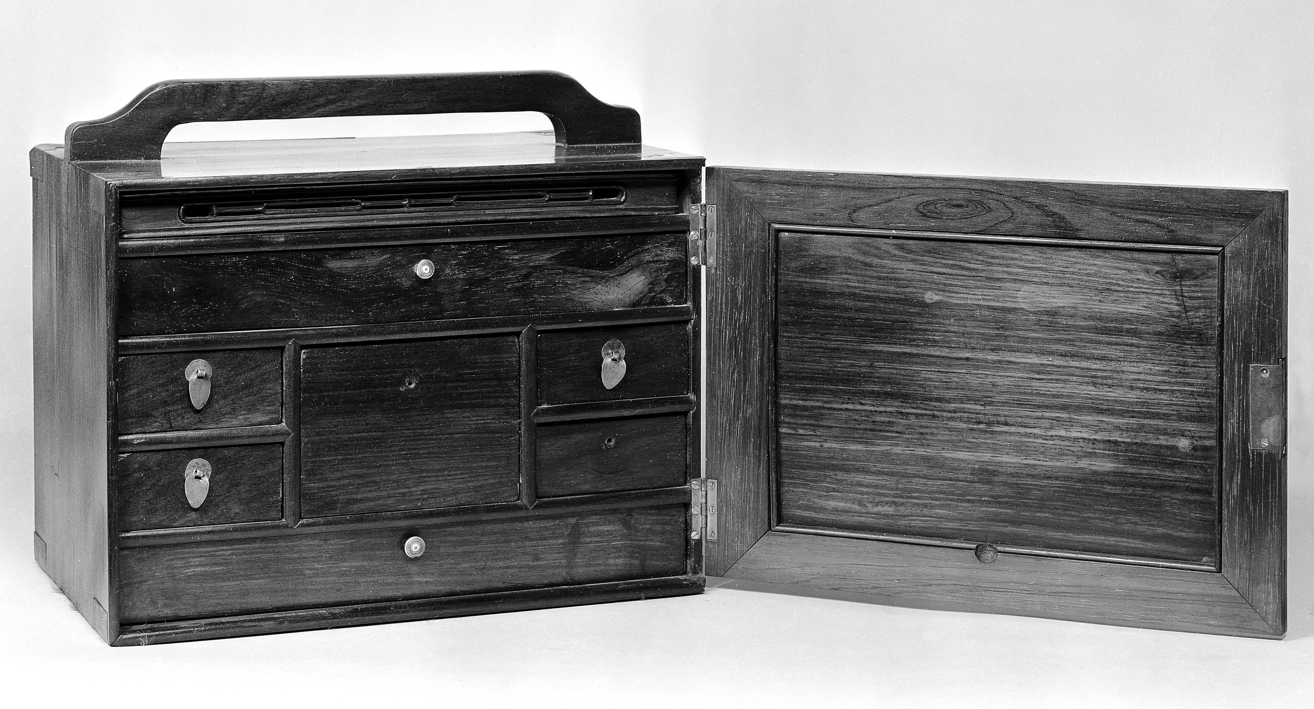 File Lord Nelson s medicine chest Well e M Wikimedia
