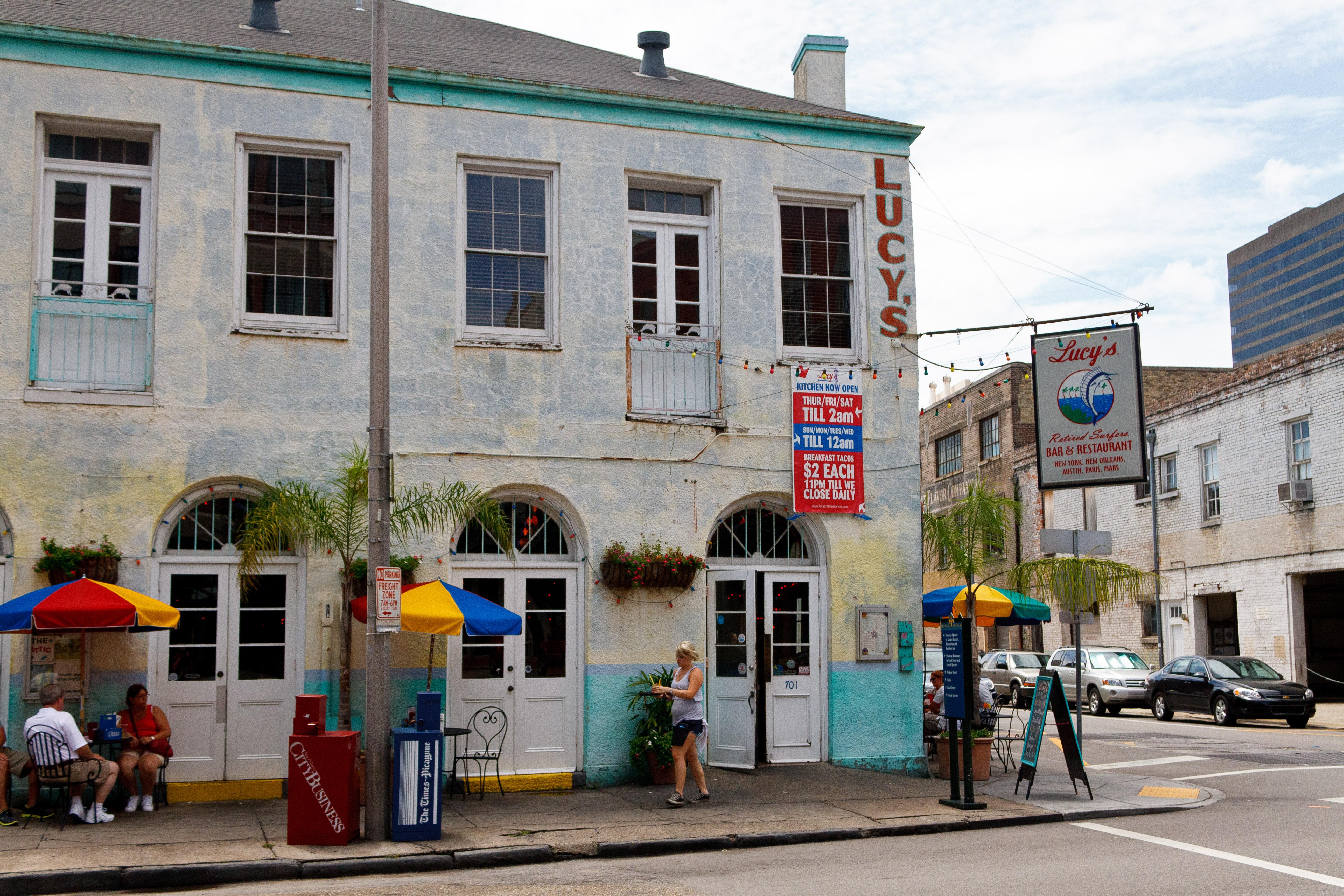 File:Lucy's Retired Surfers Bar & Restaurant jpg - Wikimedia