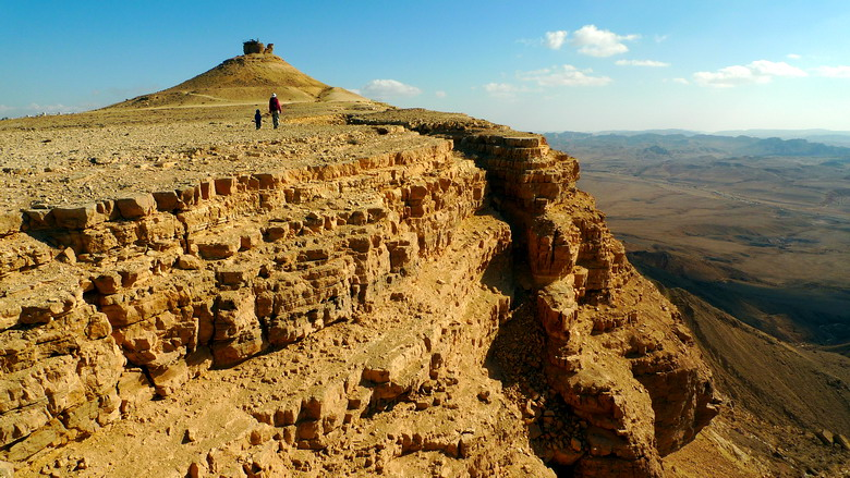 English: cliff near mitzpe ramon overlooking m...