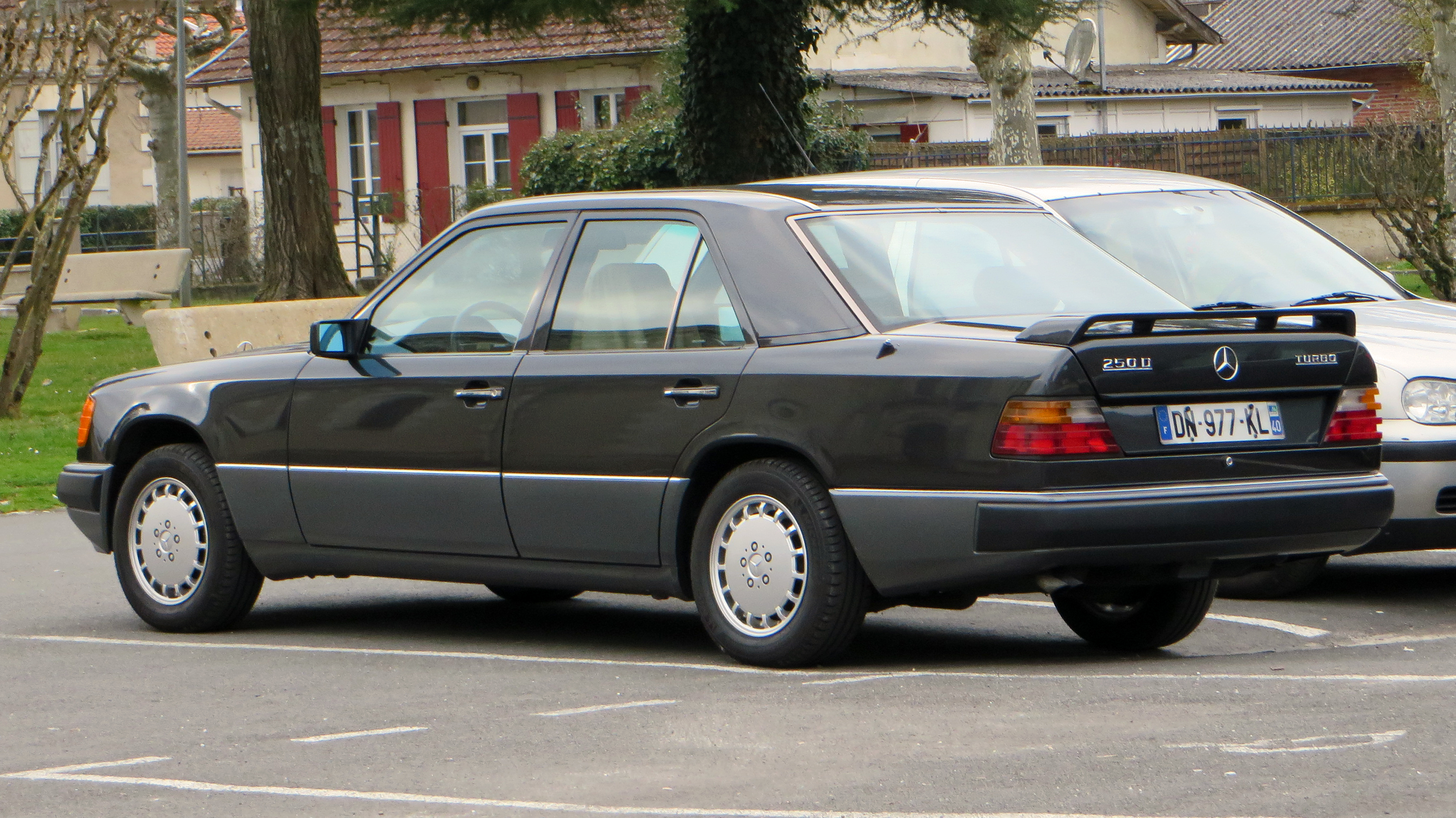File Mercedes Benz 250D Turbo France Wikimedia