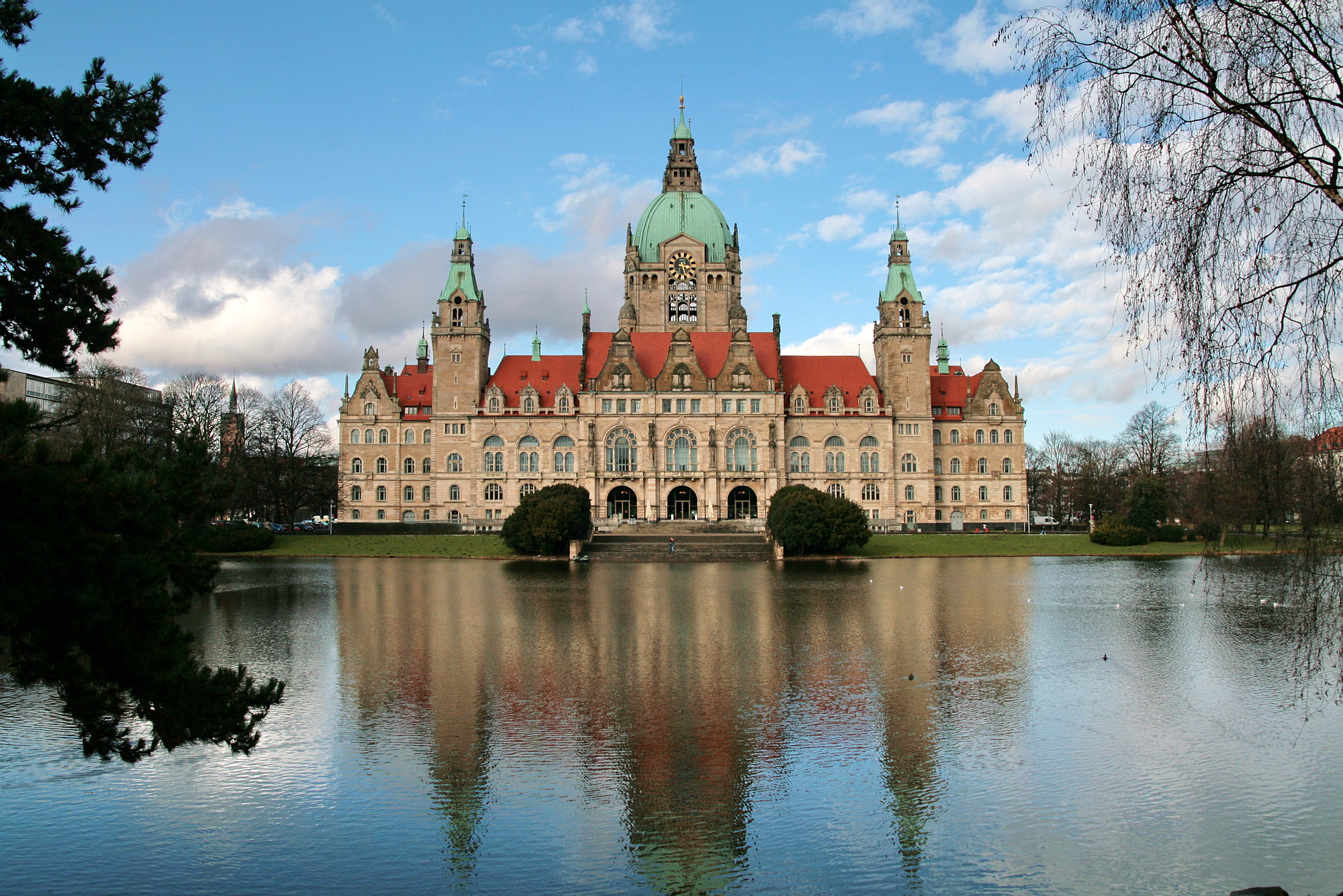 7ba24c947f4acb File Neues Rathaus Hannover IMG 5529.jpg - Wikimedia Commons