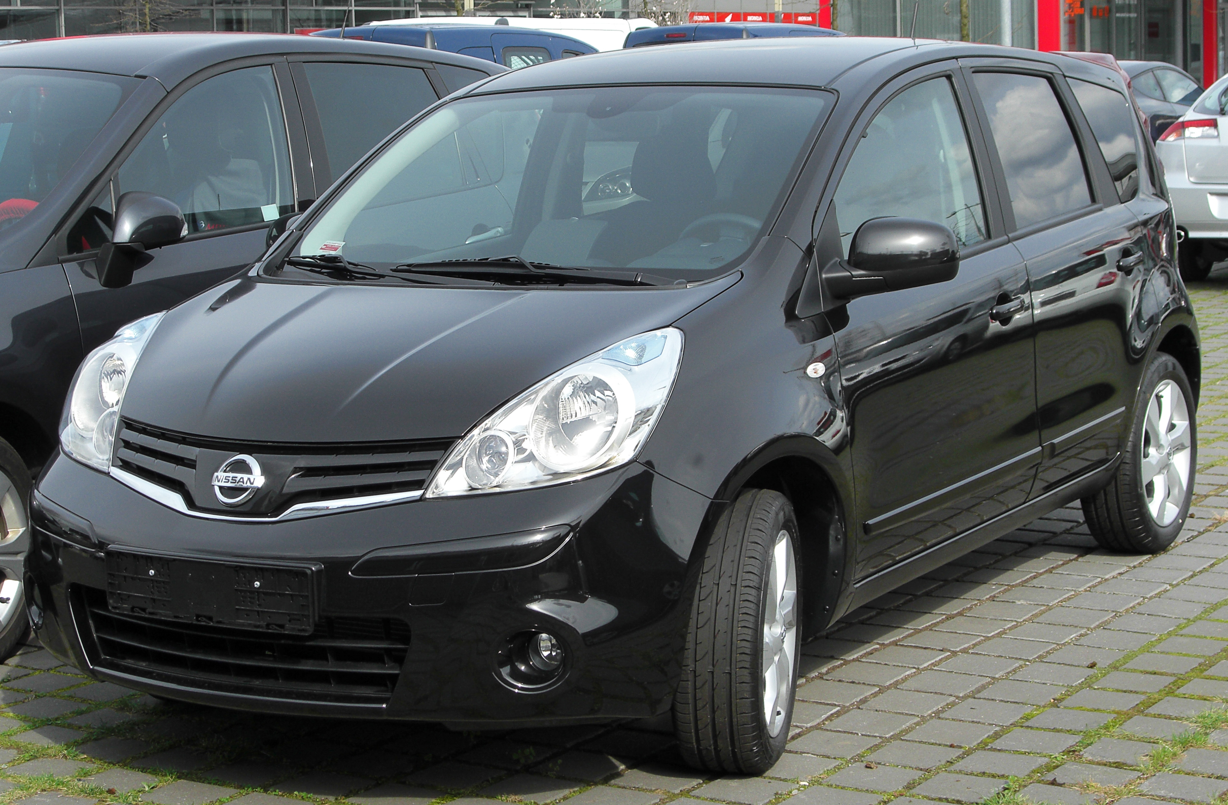 file nissan note facelift front wikimedia commons. Black Bedroom Furniture Sets. Home Design Ideas