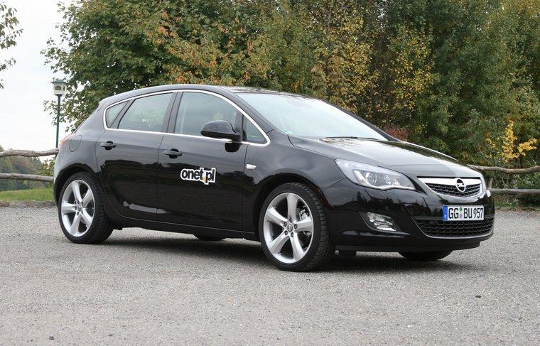 Opel_Astra_IV.jpg