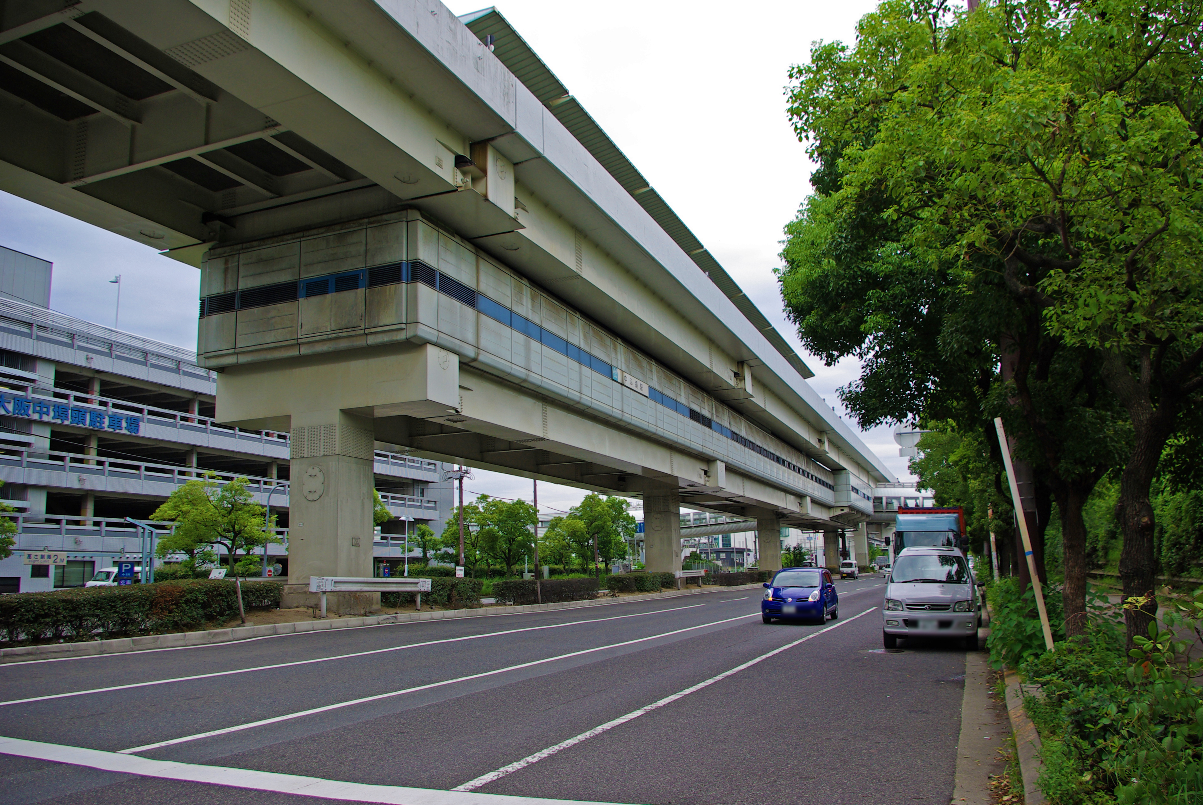 https://upload.wikimedia.org/wikipedia/commons/0/0d/Osaka_Nakafutou_sta_001.jpg