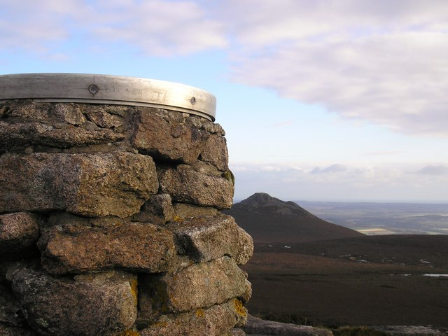 Oxen Craig Indicator looking to The Mither Tap - geograph.org.uk - 761452