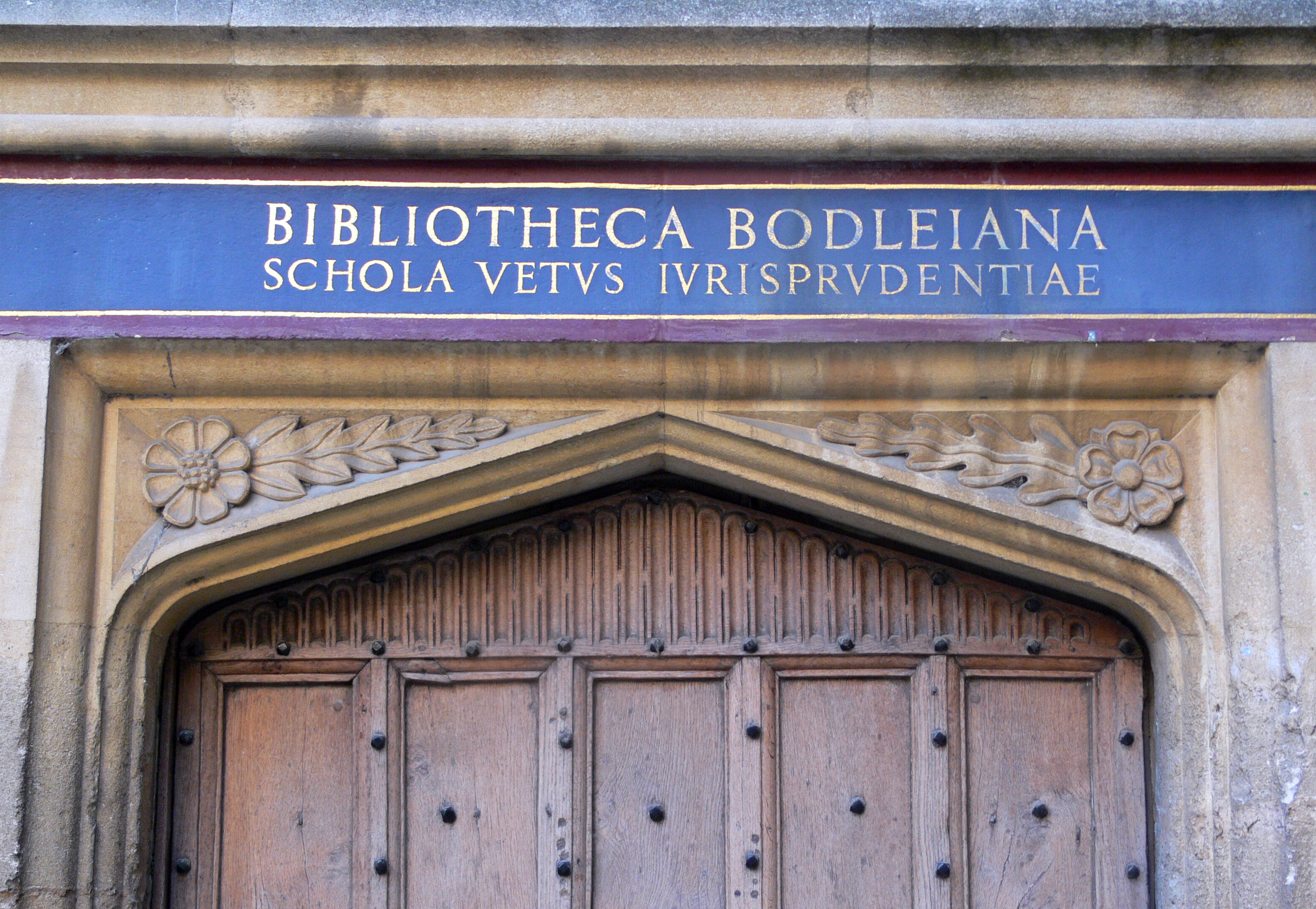 https://upload.wikimedia.org/wikipedia/commons/0/0d/Oxford_-_Bodleian_Library_-_inscription_on_the_door.JPG