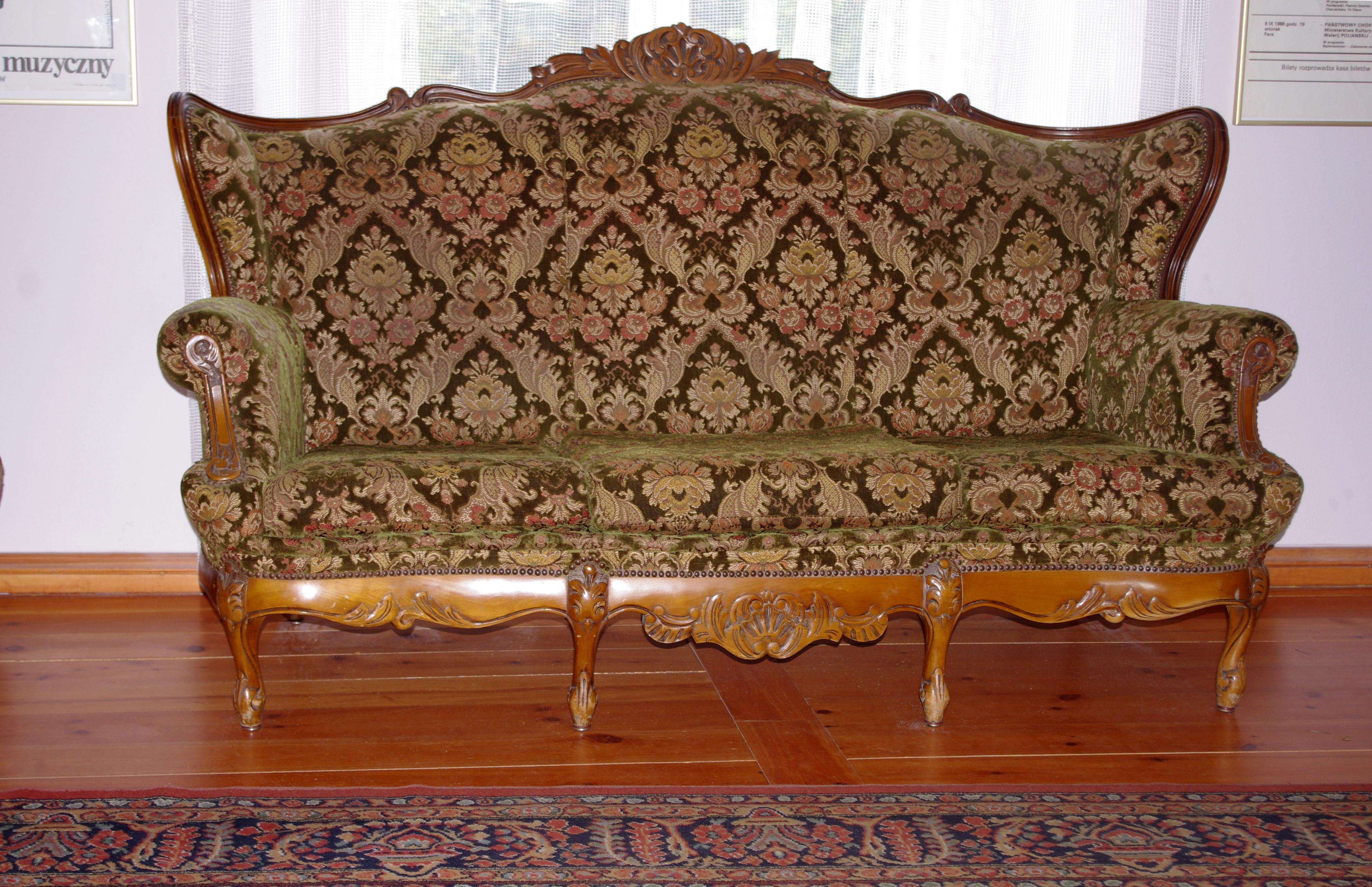 File Ozdobna sofa w Starym Palacu w Ostromecku JPG Wikimedia mons