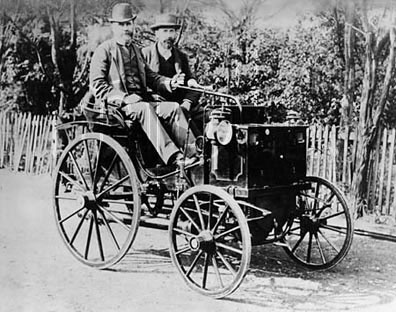 Panhard-Levassor (1890-1895). This model was the first automobile to circulate in Portugal Panhard-levassor.jpg