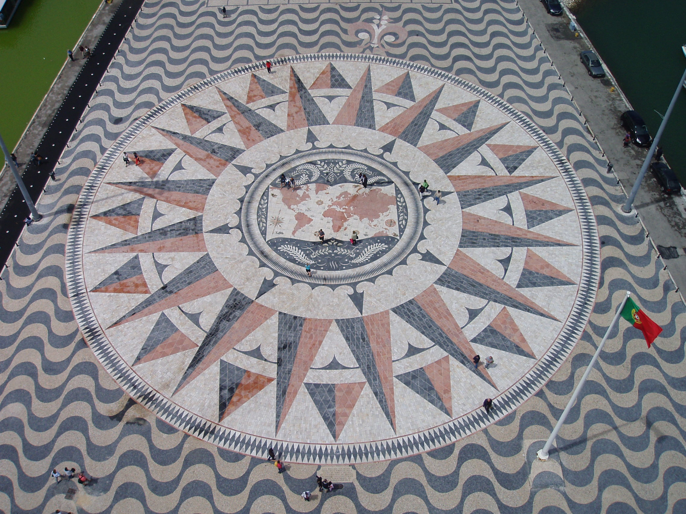 File Pavement wind rose from top of the Monument to the Discoveries