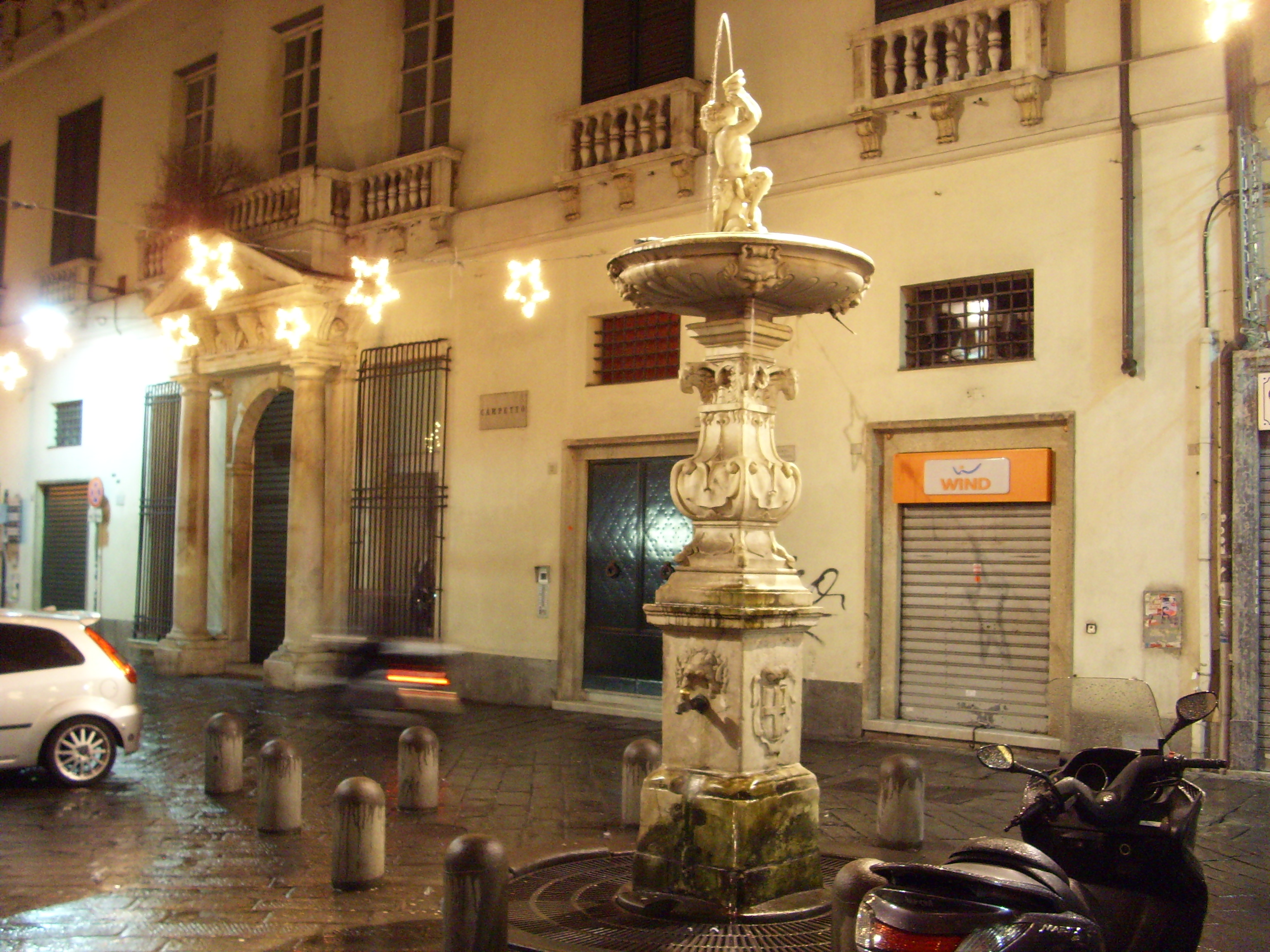 """Vico drito Pontexello ¨ in fondo tra le due file di palazzi nella direzione verso """"casa di Colombo"""" e Porta Soprana"""