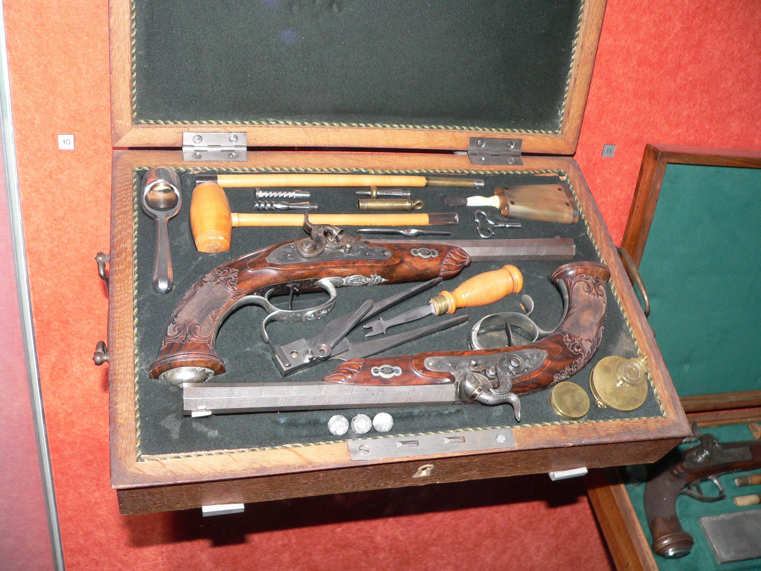 http://upload.wikimedia.org/wikipedia/commons/0/0d/Pistolets-de-duel-p1030442.jpg