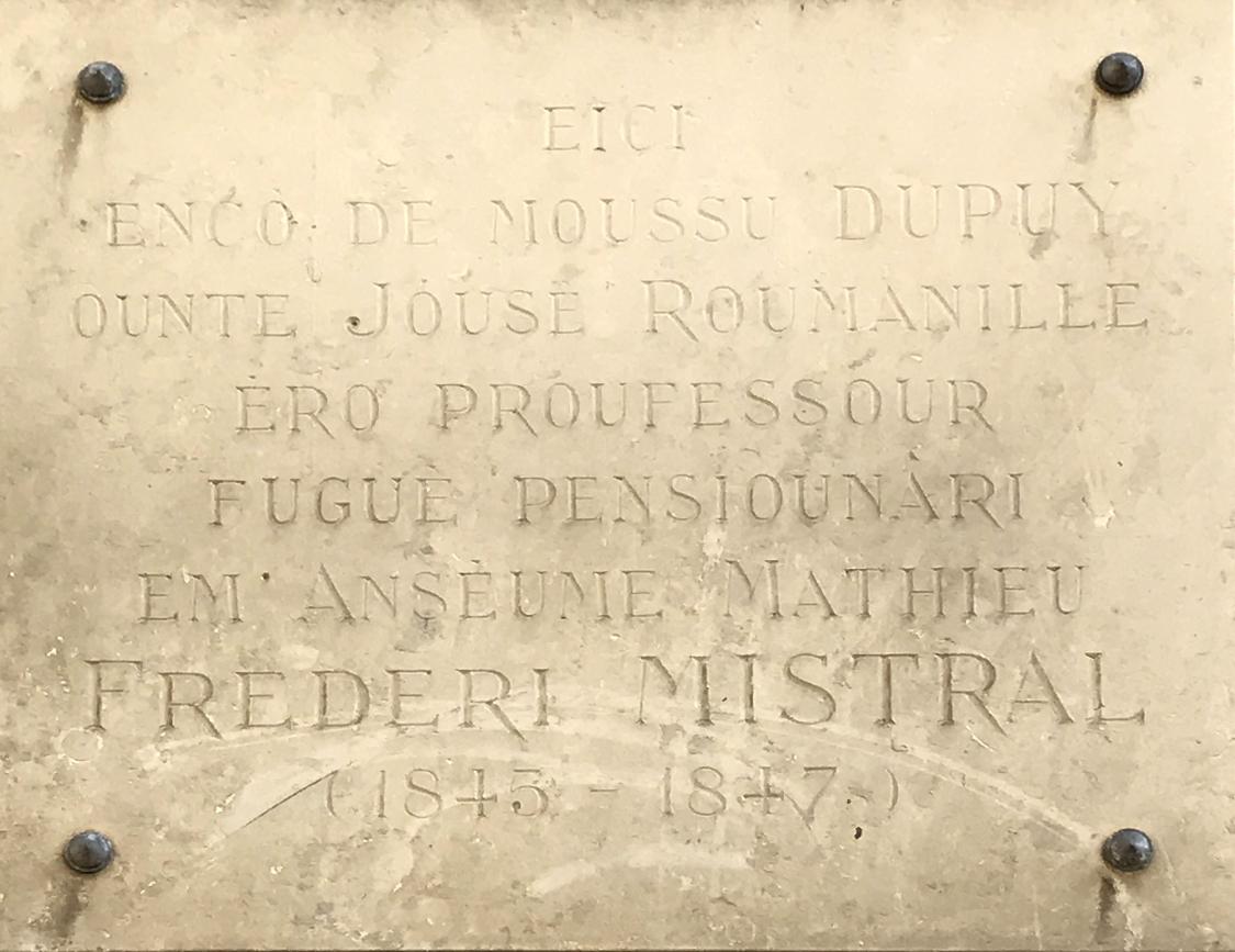 File Plaque en occitan évoquant Frédéric Mistral école de la rue
