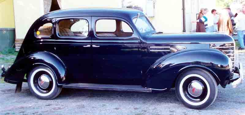 File plymouth 4 door sedan 1939 wikimedia commons for 1939 plymouth sedan 4 door