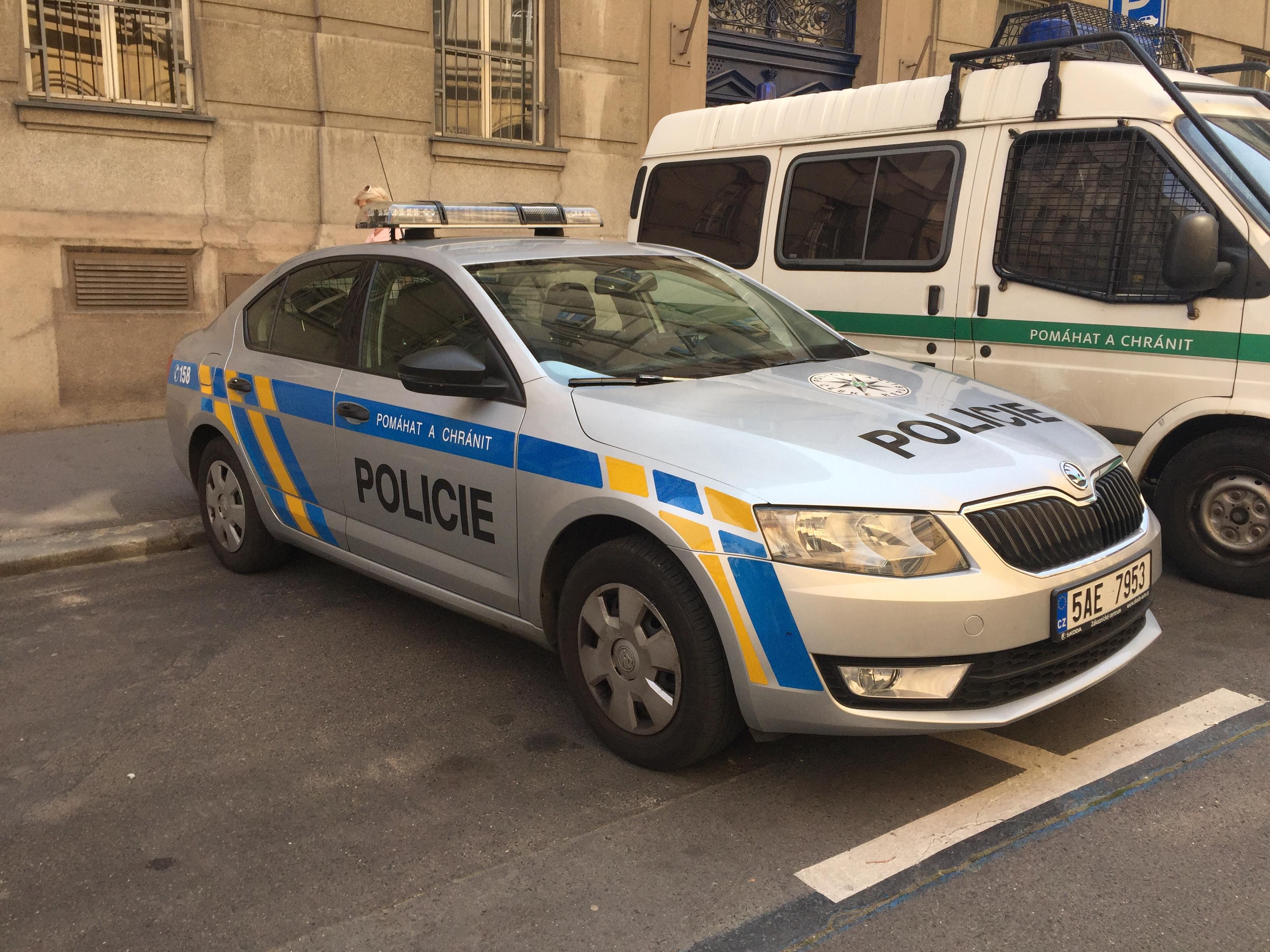File Police car in Prague Voiture de police dans Prague CZ Praha