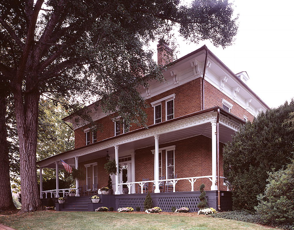 Washington and lee university for Lee homes