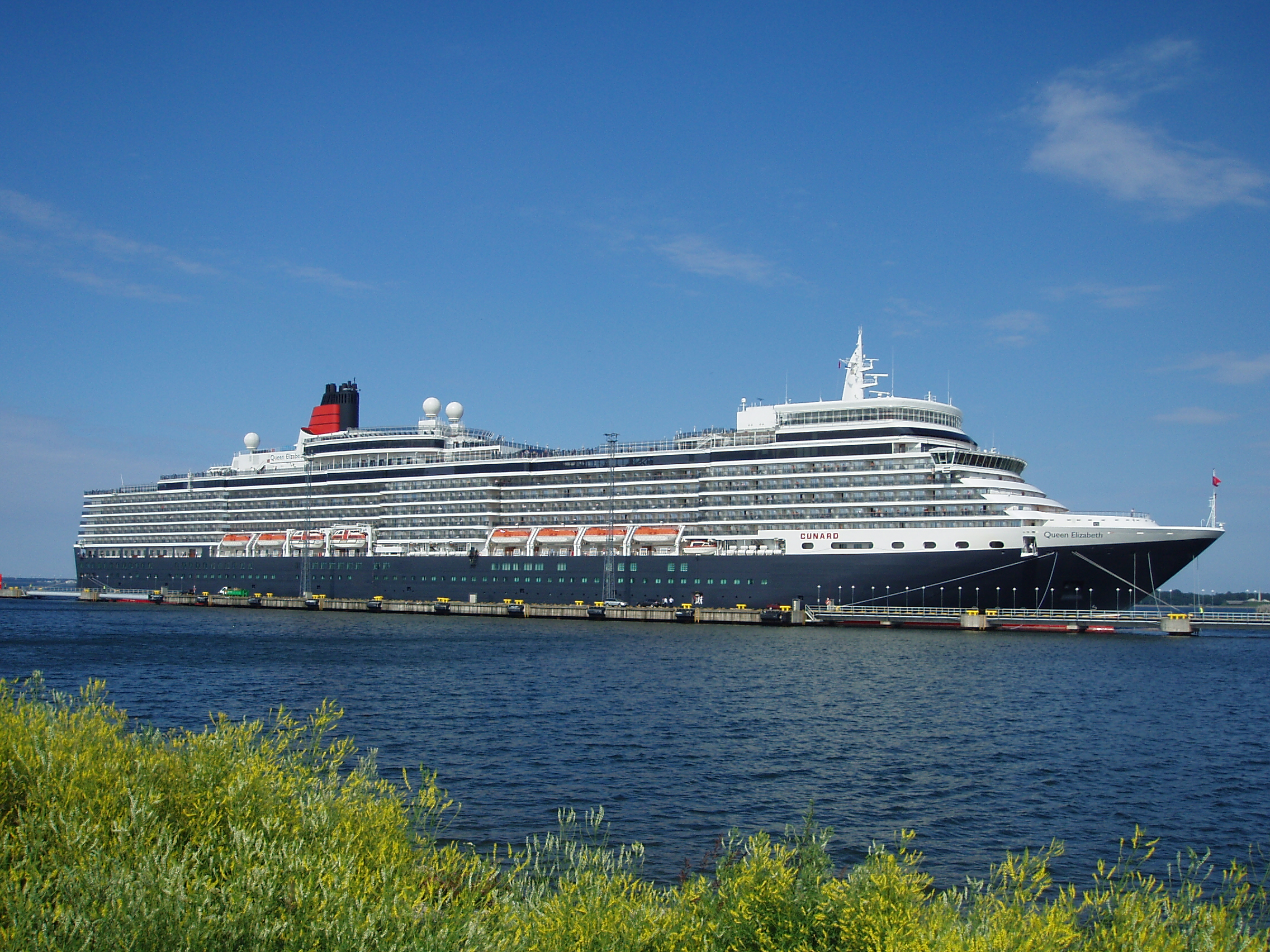 MS Queen Elizabeth - Wikipedia