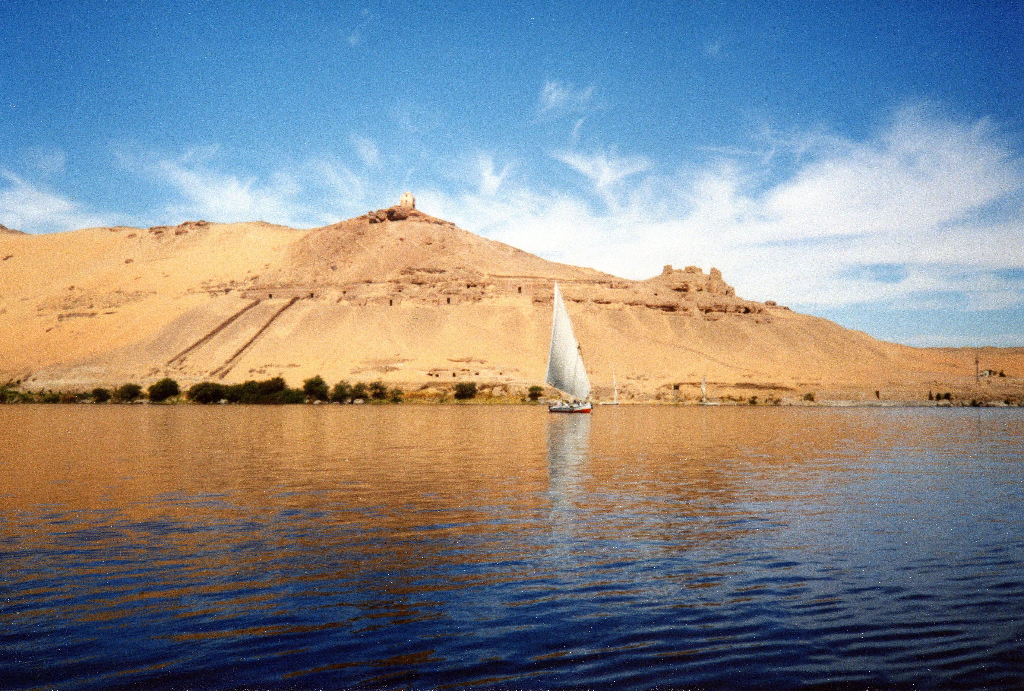 Description river nile near aswan