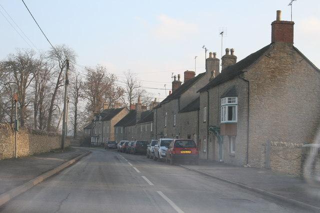 File:Roadside cottages in Chadlington - geograph.org.uk - 1096293.jpg